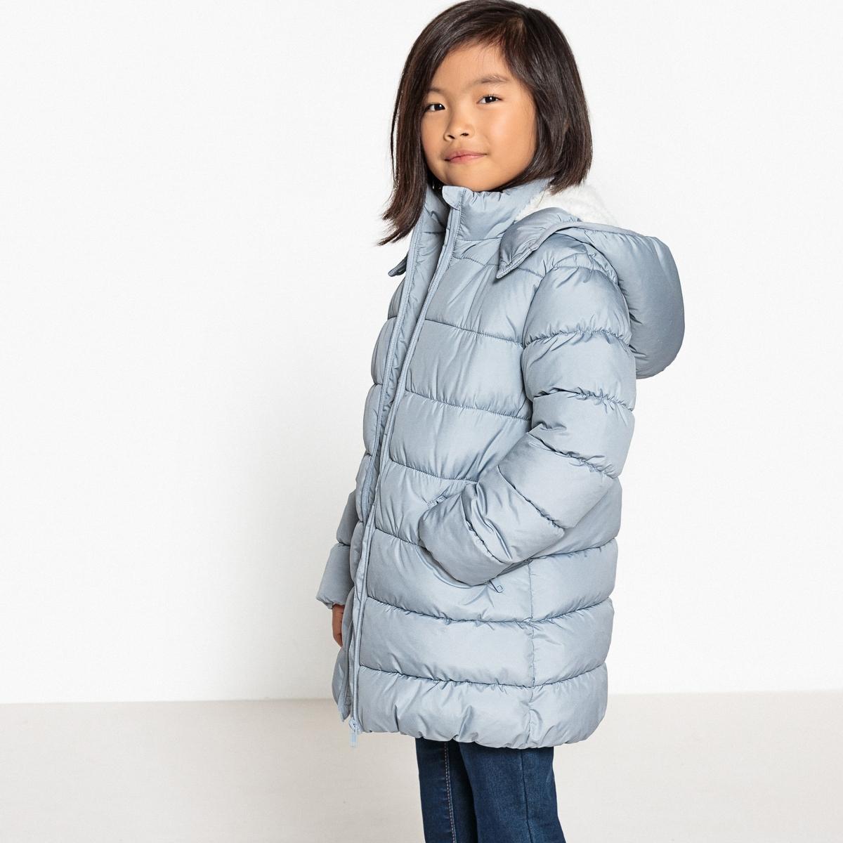 Куртка с воротником-стойкойДетали •  Зимняя модель •  Непромокаемая •  Застежка на молнию •  С капюшоном •  Длина : средняяСостав и уход •  100% полиэстер  •  Температура стирки 30°   •  Не гладить/ не отбеливать  •  Не использовать барабанную сушку • Сухая чистка запрещена<br><br>Цвет: голубой,черный<br>Размер: 5 лет - 108 см.4 года - 102 см.5 лет - 108 см.6 лет - 114 см.12 лет -150 см