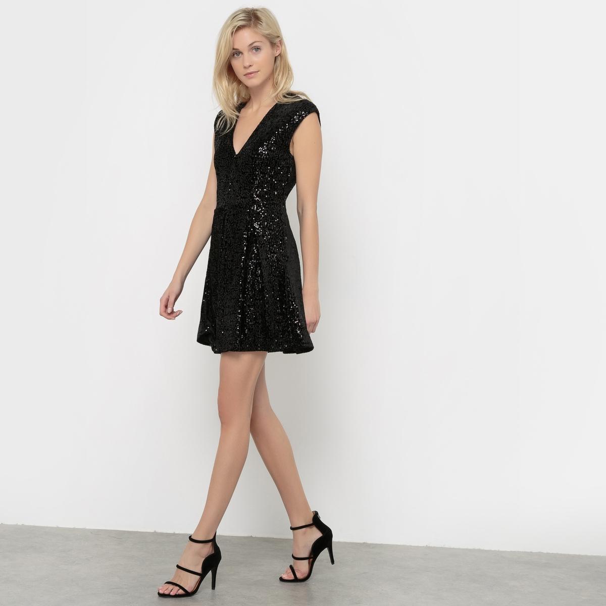 Платье с маленькими рукавамиПлатье от VERO MODA.Стильное и соблазнительное ! V-образный вырез. Юбка расклешенная. Платье с отделкой блестками .           Состав и описание     Материал         96% полиэстера, 4% эластана      Марка        VERO MODA<br><br>Цвет: черный<br>Размер: XS
