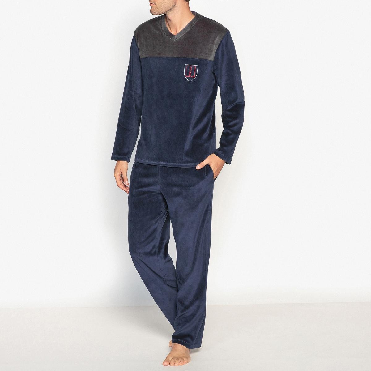 Пижама с длинными рукавами из велюраПижама ATHENA с футболкой с длинными двухцветными рукавами. Прямой покрой, V-образный вырез. Брюки прямого покроя.Описание  •  Футболка с длинными рукавами •   V-образный вырез  •  Длинные брюки, эластичный пояс с затягиваемым шнурком  •  2 боковых карманаСостав и уход •  Основной материал : велюр, 100% полиэстер •  Машинная стирка при 30 °С •  Стирать с вещами схожих цветов<br><br>Цвет: темно-синий/ серый<br>Размер: M