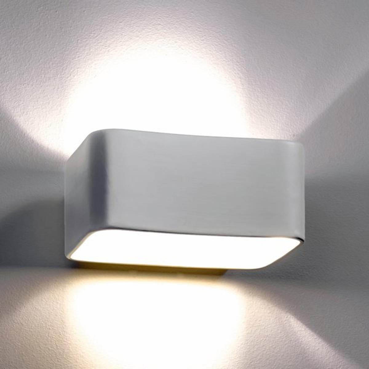 Бра прямоугольной формы из керамики  DebouБра прямоугольной формы из керамики белого матового цвета .2 цоколя GU10 для лампочек макс. 35 W  (не входят в комплект) .Размеры : Д. 22 x Гл.16 x Выс .10 см<br><br>Цвет: белый
