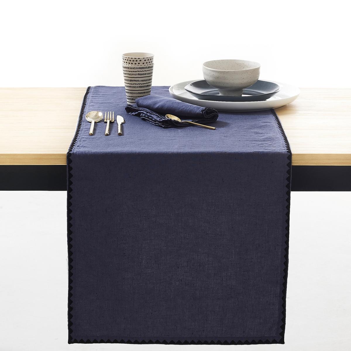 Дорожка столовая однотонная из льна/хлопка, ADRIOХарактеристики столовой дорожки Adrio :  45% льна, 55% хлопка: смесь волокон льна и хлопка, известная своей мягкостью и стойкостью к износу и стиркам.Вышивка в виде треугольников черного цвета. Машинная стирка при 60 °С. Всю коллекцию Adrio вы можете найти на сайте laredoute.ruРазмеры столовой дорожки Adrio :50 x 150 см<br><br>Цвет: синий индиго