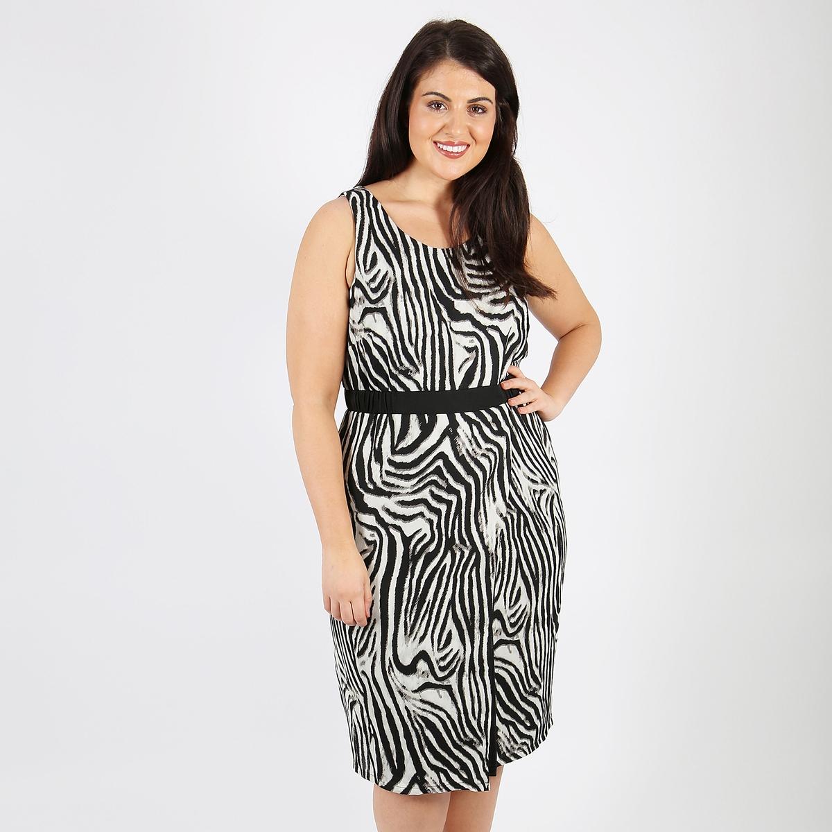 Платье прямое средней длины с рисунком и без рукавов
