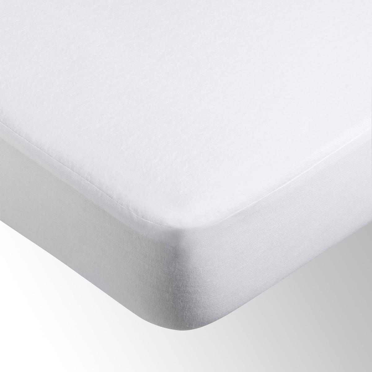 Чехол защитный для матраса натяжной непромокаемый ультра-дышащийНепромокаемый и ультра-дышащий защитный чехол из мольтона, 100 % хлопок (210 г/м2), ультра-дышащая мембрана из эластомера (полная защита и оптимальный комфорт благодаря способности отводить влагу от тела, сохраняя при этом полную непромокаемость).Дышащие свойства этой мембраны из эластомера в10 раз выше, чем у классических мембран, что гарантирует Ваш безмятежный сон. Очень мягкая, незаметная и бесшумная мембрана является прекрасным барьером для пыли и клещей.Клапан из полотна,100% хлопок, 27 см (подходит для матрасов толщиной до 27 см). Формованные уголки.Уход за непромокаемым ультра-дышащим защитным чехлом для матраса: Стирка при 60°.Сертификат OEKO-TEX.<br><br>Цвет: белый