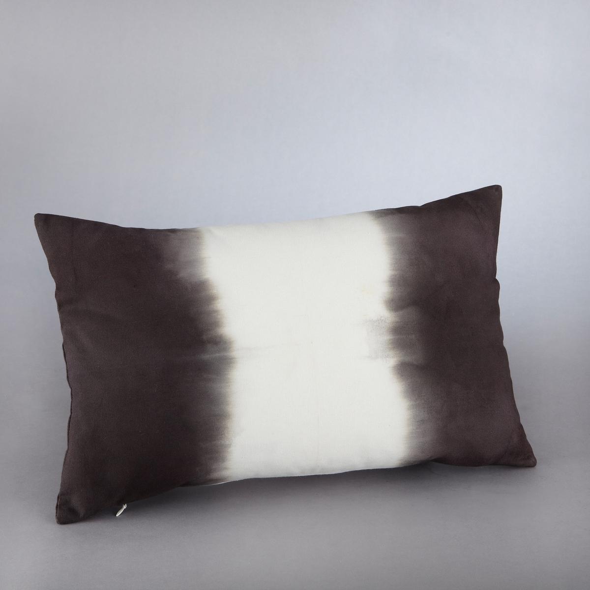 Чехол для подушкиЧехол для подушки Tonin. Оригинальная расцветка tye&amp;dye! Рисунок с обеих сторон. Скрытая застежка на молнию в тон сзади. Стирка при 30°. 100% хлопка. Размер: 50 х 30 см.<br><br>Цвет: индиго/белый,черный/ белый