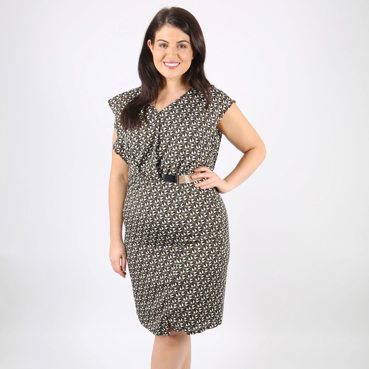 Платье прямое средней длины, однотонное, без рукавов