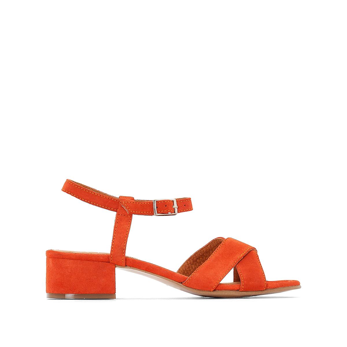 Босоножки из оранжевой кожи с перекрестными ремешкамиОписание:Детали •  Широкий каблук •  Высота каблука : 4 см •  Застежка : ремешок/пряжка •  Открытый мысок •  Велюровая отделка, нубукСостав и уход •  100% кожа •  Подкладка : 100% кожа. •  Стелька : 100% кожа. •  Подошва : 100% эластомерБольшемерная обувь, мы рекомендуем выбирать модель на размер меньше вашего обычного размера.<br><br>Цвет: оранжевый<br>Размер: 41.40.35.38.37