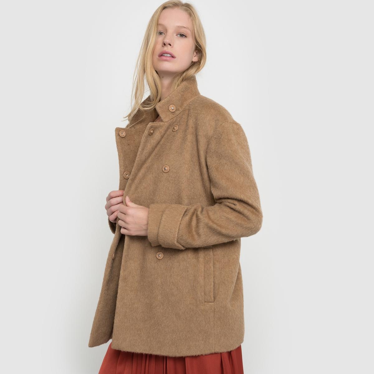Пальто короткое с воротником-стойкойКороткое пальто прямого покроя. Высокий воротник. Двойная застёжка на кнопки. Паты на манжетах. Карманы по бокам. Хлястик сзади.Состав и описаниеМатериал: 35% полиэстера, 30% шерсти, 18% вискозы, 9% хлопка, 8% шерсти мериноса.                        Подкладка: 100% полиэстер.Длина:  70 см.Марка         atelier RУход- Сухая (химическая) чистка.- Не отбеливать.- Гладить при низкой температуре.- Машинная сушка запрещена.<br><br>Цвет: бордовый,темно-бежевый<br>Размер: 52 (FR) - 58 (RUS).48 (FR) - 54 (RUS).40 (FR) - 46 (RUS)