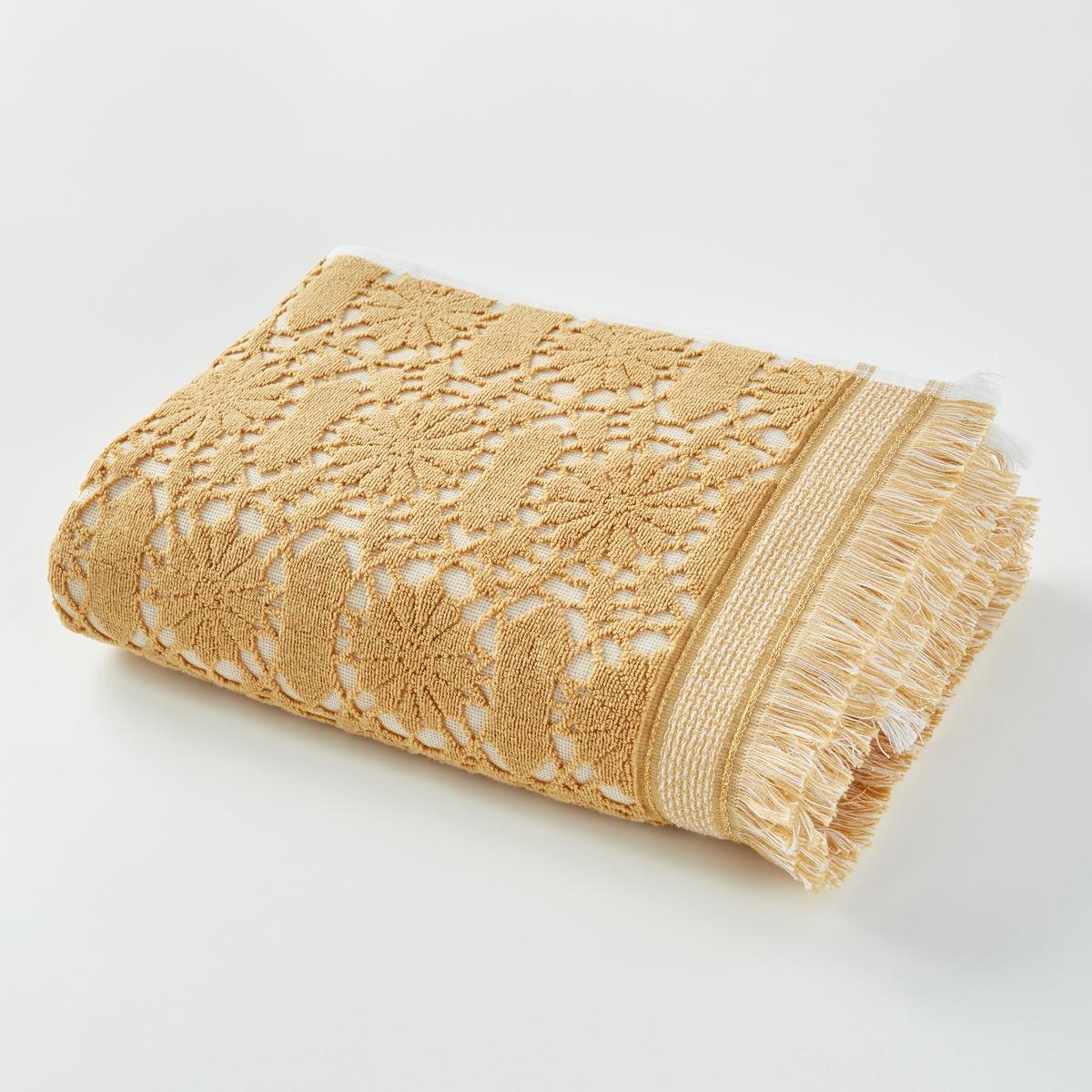 Полотенце банное Purdy, 500 г/м?Полотенце из жаккардовой ткани, 100% хлопка плотностью 500 г/м? с зубчатым рисункомХарактеристики банного полотенца Purdyмягкий и пористый ультравпитывающий материал стирать при 40°.Жаккардовая ткань с зубчатым рисунком.Размер банного полотенца Purdy50 x 100 см.<br><br>Цвет: сине-зеленый,шафран<br>Размер: 50 x 100  см