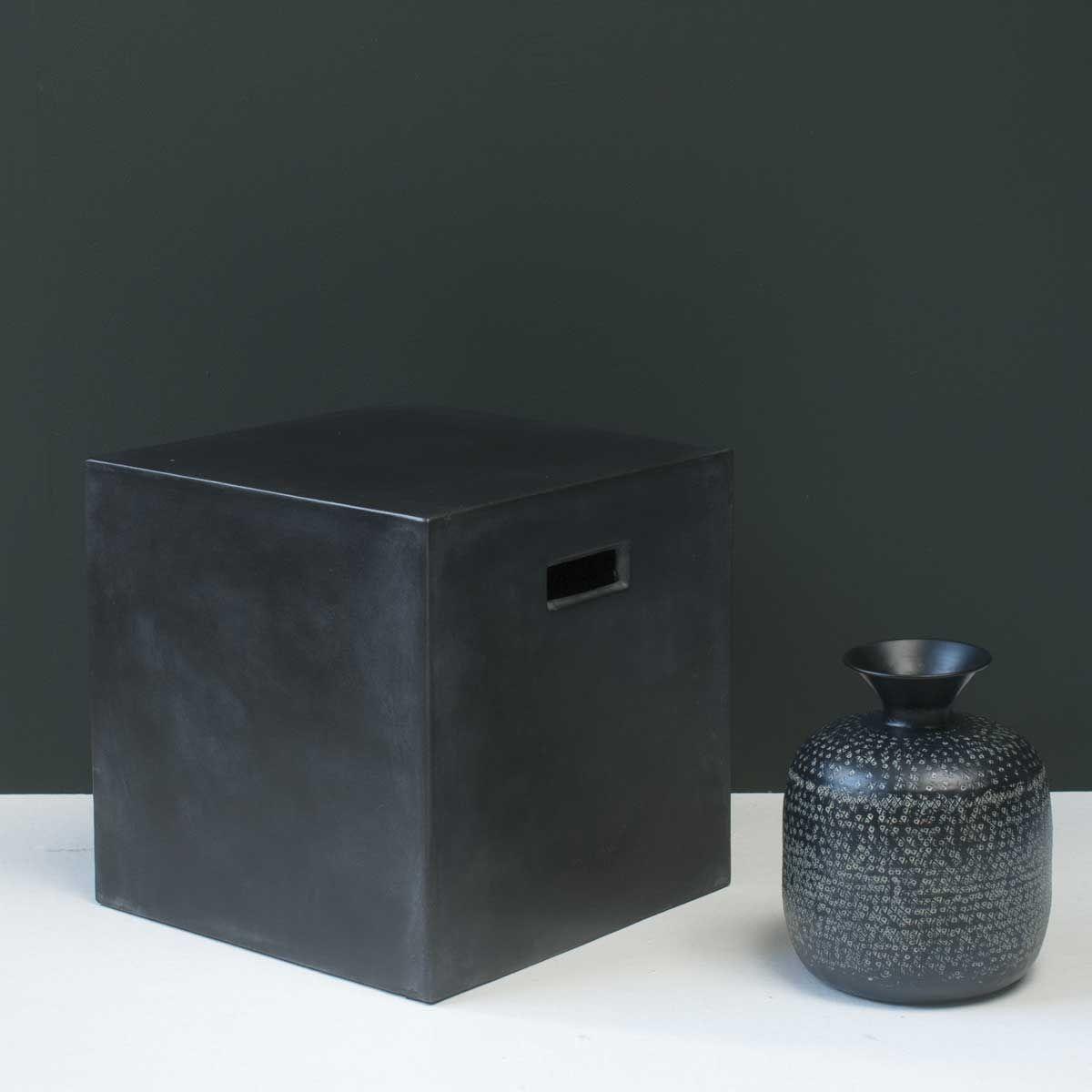 Bout de canapé en béton léger Cubo