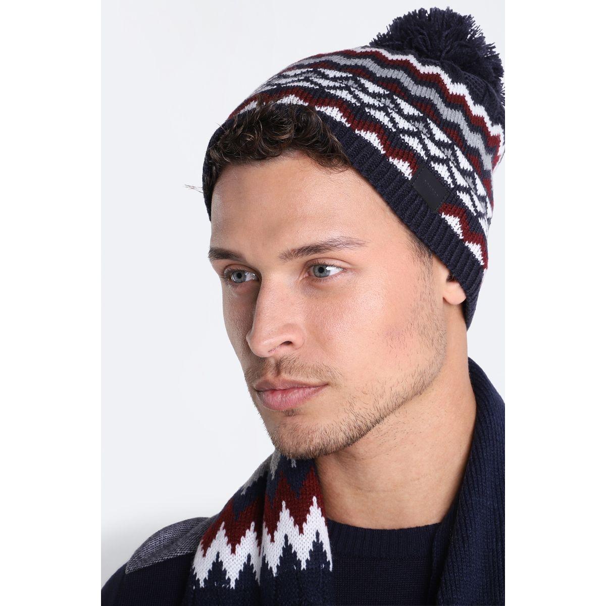 Bonnet tricoté à pompon