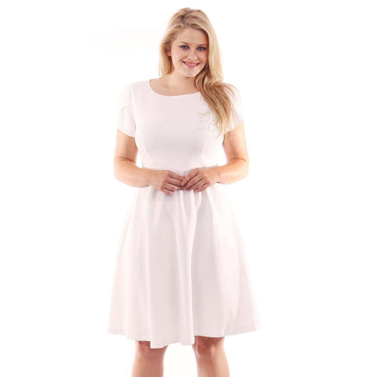 Платье короткоеПлатье короткое KOKO с короткими рукавами. Небольшая вышивка на плече. Застёжка на молнию сзади. 100% полиэстера<br><br>Цвет: слоновая кость