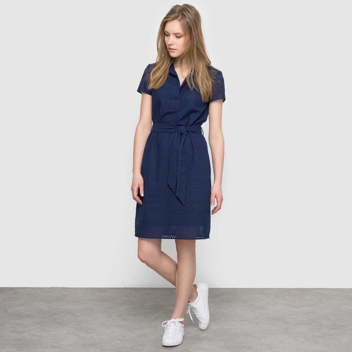 Платье-футляр с английской вышивкойПлатье-футляр с английской вышивкой, короткие рукава. Рубашечный воротник. Пояс завязывается, со шлевками. Застежка на пуговицы в тон. Длина 95 см.                                                                                Состав и описание                                                      Материал: 100% хлопка                                                      Подкладка: 100% хлопка                Уход                                                     Машинная стирка: при 40°С                                                                                      Гладить: с изнаночной стороны<br><br>Цвет: синий морской,экрю<br>Размер: 42 (FR) - 48 (RUS).44 (FR) - 50 (RUS).46 (FR) - 52 (RUS).50 (FR) - 56 (RUS)