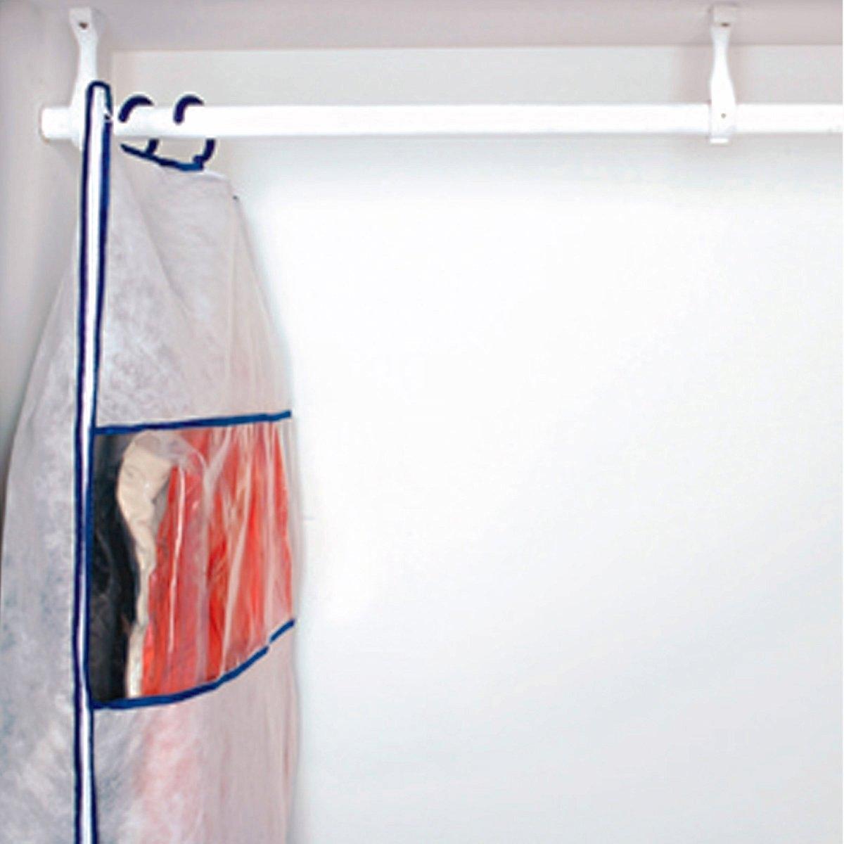 2 чехла для хранения вакуумных + 1 чехол тканныйЭкономия места в вашем шкафу  ! 2 вакуумных чехла с системой откачки воздуха с помощью пылесоса + 1 защитный чехол из ткани . ОПИСАНИЕ ЧЕХЛА : В комплект входит  :2 вакуумных чехла :  из пластичного прозрачного материала для вещей на вешалке, застежка на молнию  . Откачка воздуха с помощью пылесоса  .- 1 чехол из ткани : белого цвета с синей окантовкой с окошком из прозрачного пластика спереди . Застежка на молнию. Продается с 2 крючками для крепления на вакуумные чехлы  .Размеры : - Вакуумный чехол : 70 x 144 см  .- Чехол из ткани :  72 x 150 см .<br><br>Цвет: белый/синяя отделка