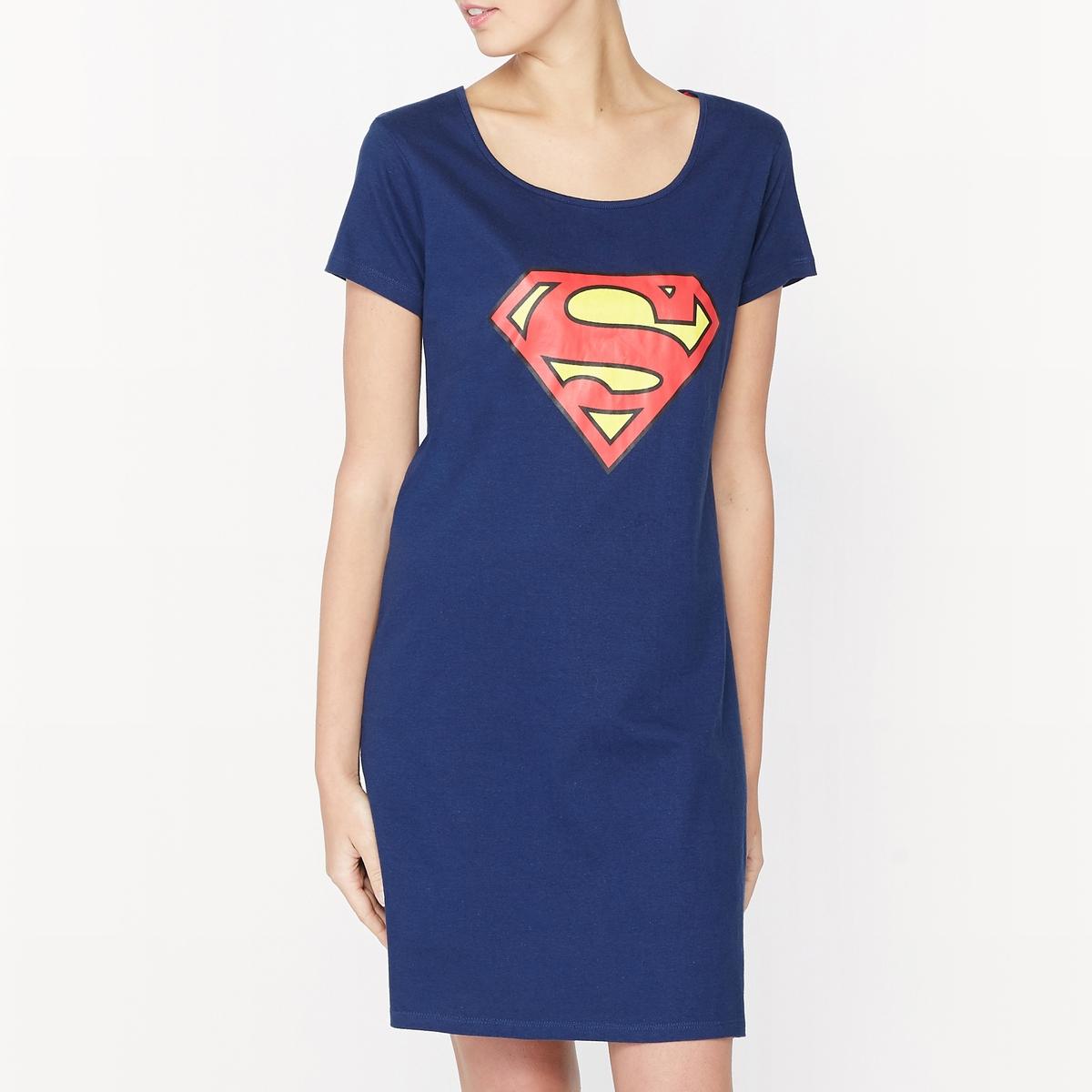 Сорочка ночная хлопковая SupermanХлопковая ночная сорочка Superman . Короткие рукава. Закругленный вырез . Рисунок-логотип  Superman спереди. Состав и описаниеМатериалы : 100% хлопокМарка : SupermanУходМашинная стирка при 30 °C Стирать вместе с одеждой подобных цветовСухая (химическая) чистка запрещенаОтбеливание запрещеноМашинная сушка на умеренном режимеГладить при средней температуре.Рисунок не гладить<br><br>Цвет: синий морской<br>Размер: S