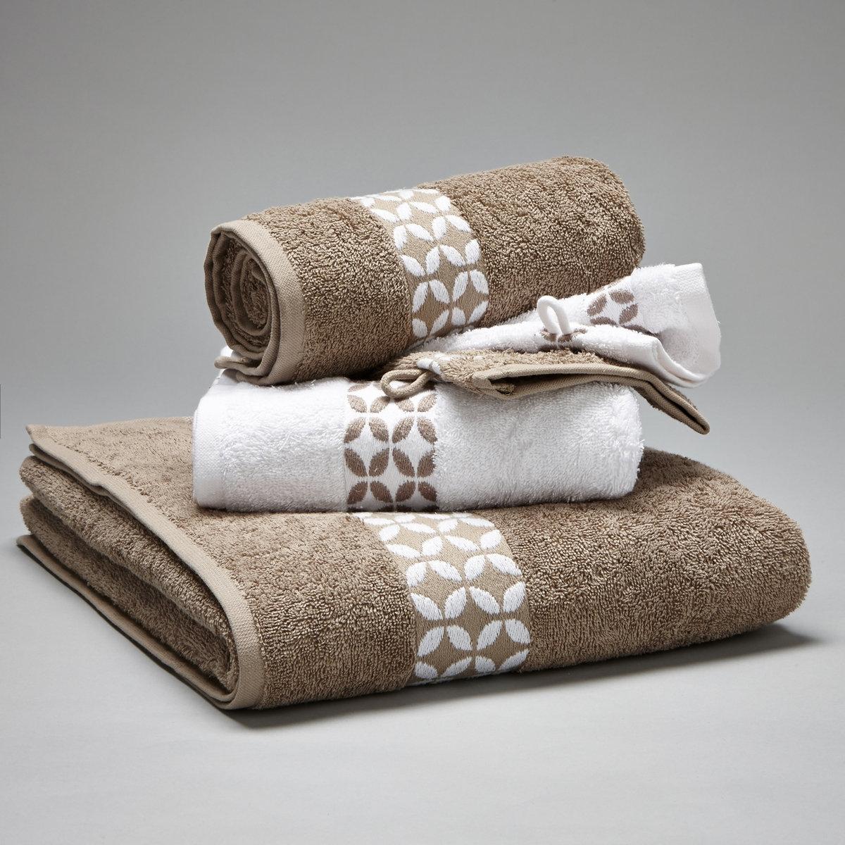 Комплект для ванной, 420 г/м?Комплект с узорчатой каймой для ванной:- 1 однотонное банное полотенце 70 x 130 см - 2 стандартных полотенца 50 x 90 см - 2 однотонные банные рукавички 15 x 21 см.Махровая ткань из 100% хлопка, 420 г/м?. Материал долго сохраняет мягкость и прочность. Превосходная стойкость цвета при стирке 60°. Машинная сушка.<br><br>Цвет: серый/ белый<br>Размер: единый размер