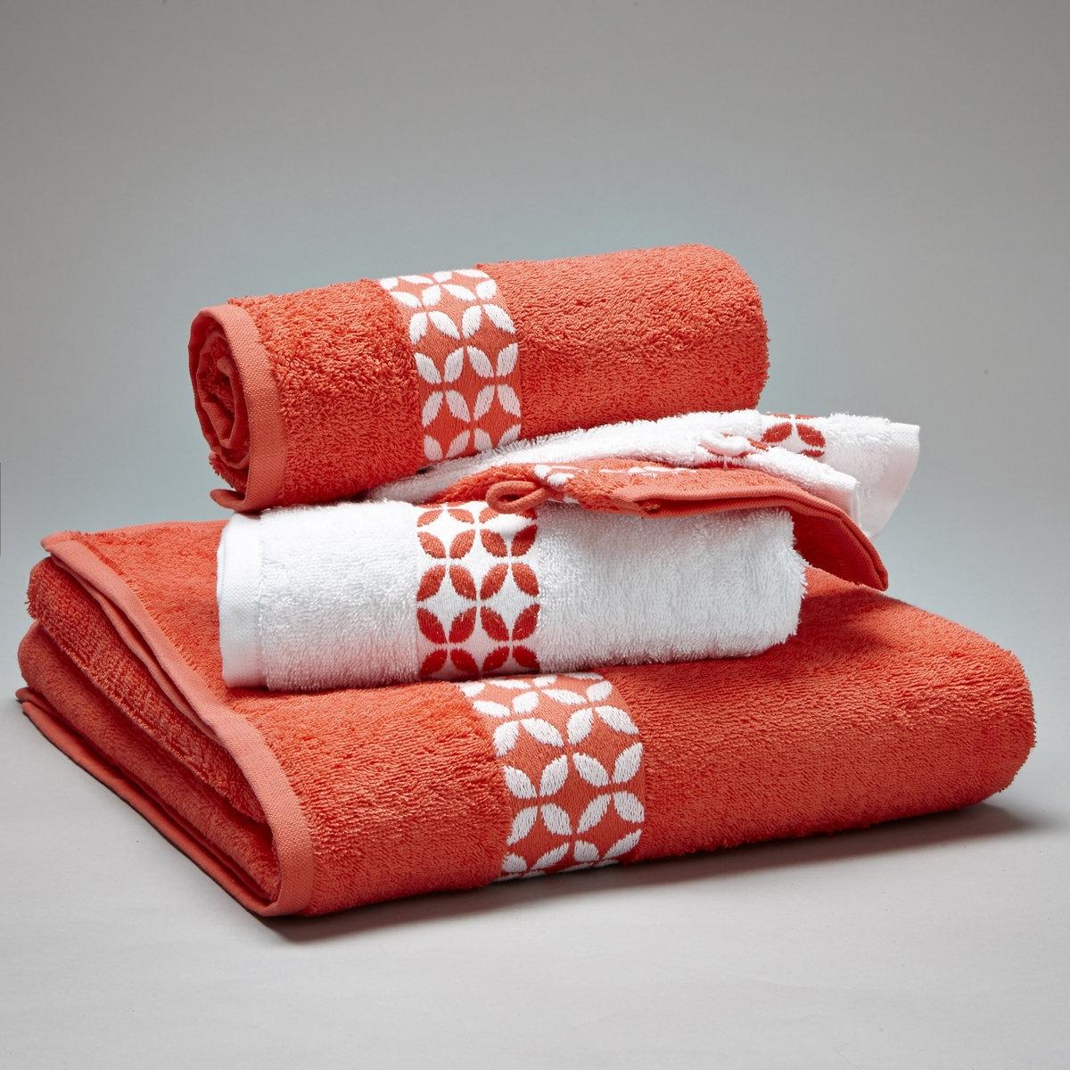Комплект для ванной, 420 г/м?Комплект с узорчатой каймой для ванной:- 1 однотонное банное полотенце 70 x 130 см - 2 стандартных полотенца 50 x 90 см - 2 однотонные банные рукавички 15 x 21 см.Махровая ткань из 100% хлопка, 420 г/м?. Материал долго сохраняет мягкость и прочность. Превосходная стойкость цвета при стирке 60°. Машинная сушка.<br><br>Цвет: коралловый/белый