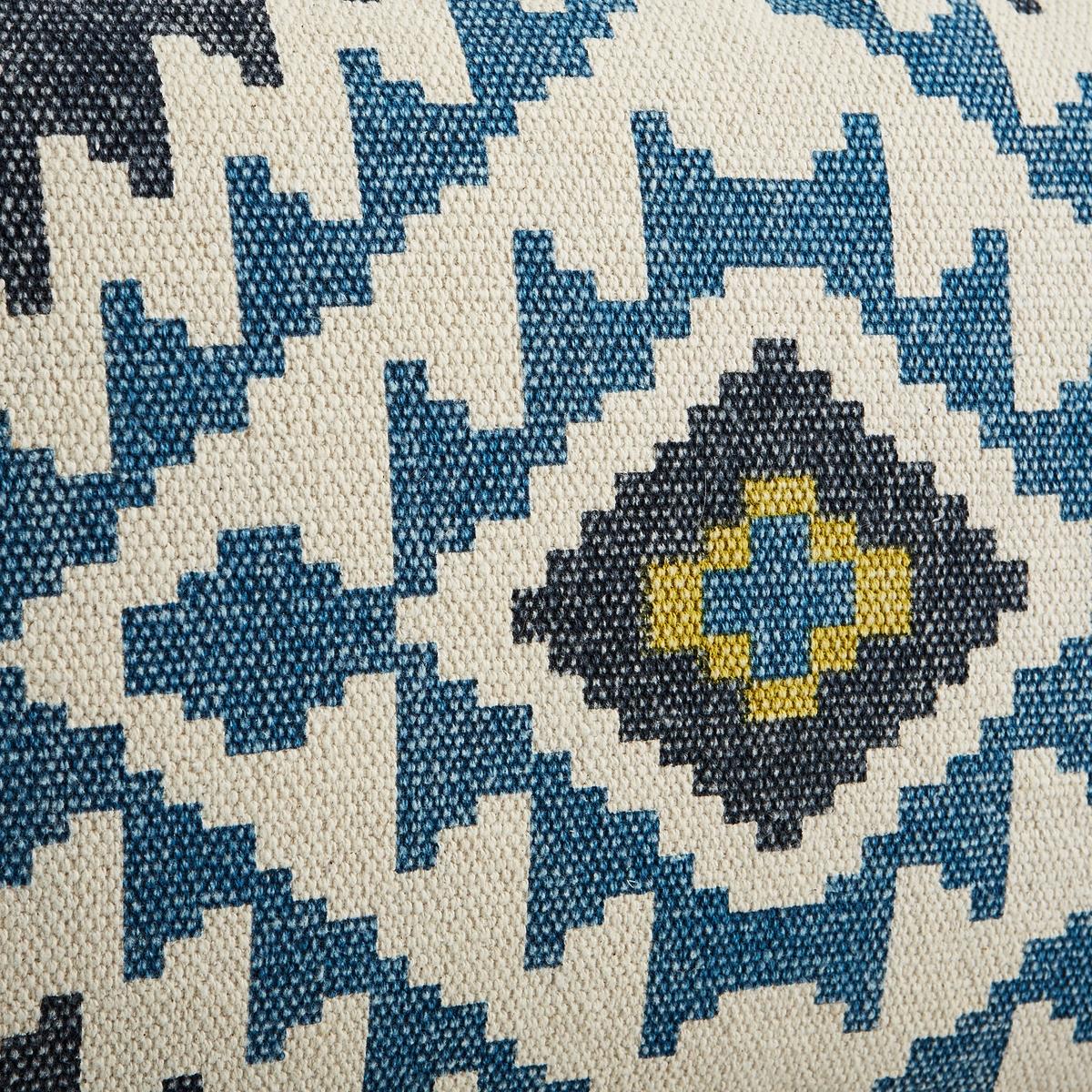 Наволочка на подушку-валик L?ganeНаволочка на подушку-валик L?gane. Рисунок в виде восточного ковра на лицевой стороне, однотонная оборотная сторона. 100% хлопок. Скрытая застежка на молнию. Размеры : 40 x 60 см.<br><br>Цвет: синий