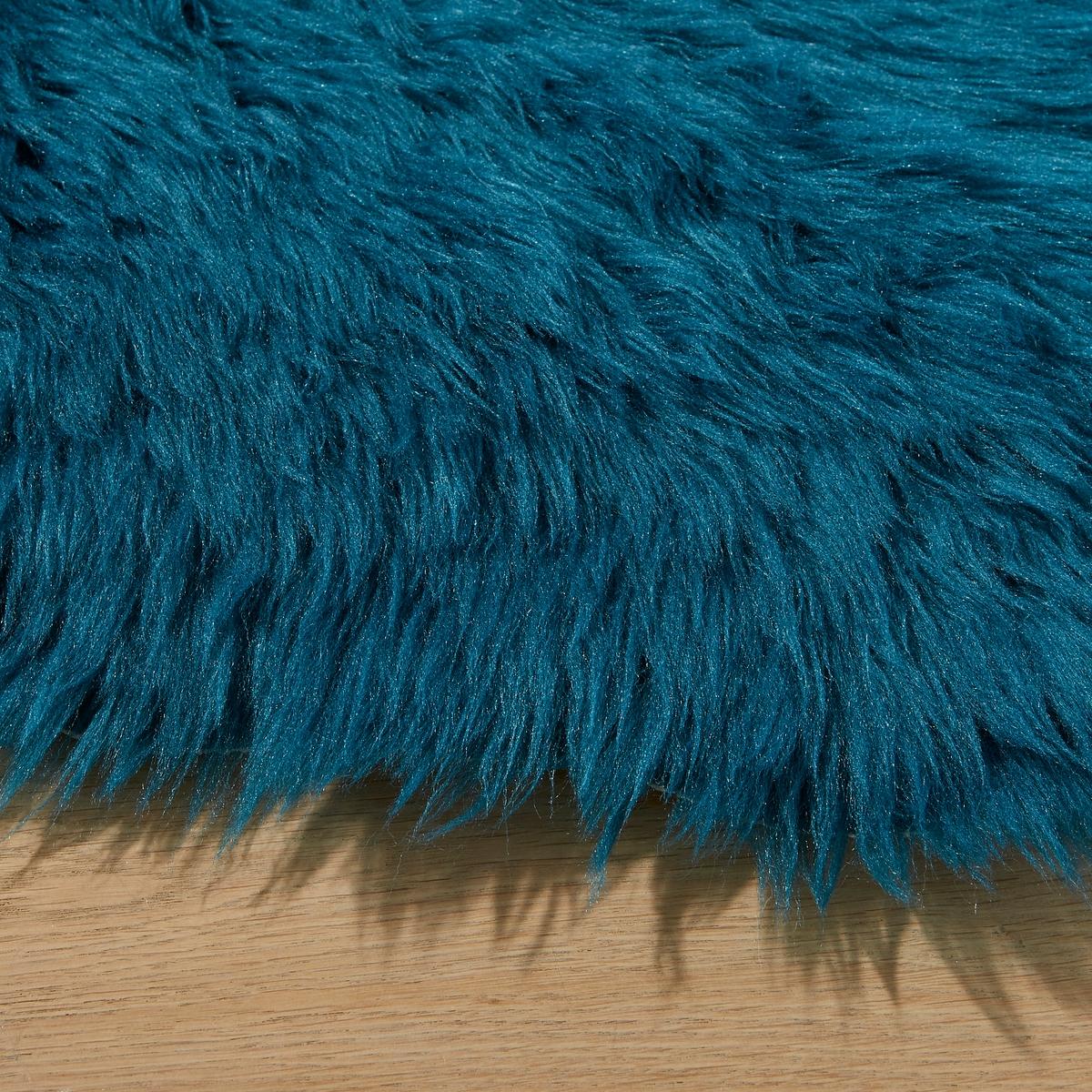 Ковер ShipaКовер Shipa. Ковер из искусственной овечьей шерсти в аутентичном стиле. Производство: Франция.Описание ковра Shipa :100% акрилВысота ворса : 5,5 смДругие модели ковров вы можете найти на сайте laredoute.ru.Размеры :50 x 90 см<br><br>Цвет: небесно-голубой,розовый,сине-зеленый,черный