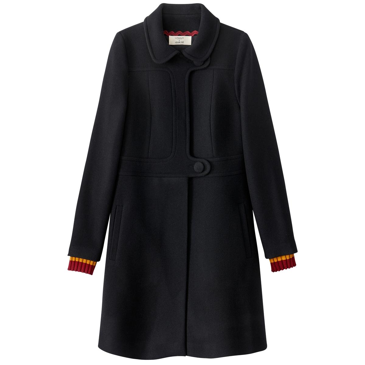 Пальто длинноеДлинное пальто от JOUR/N? со скрытой застежкой на кнопки и застежкой на 2 большие пуговицы спереди . Манжеты в рубчик в полоску.Детали •  Длина : удлиненная модель •  Круглый вырез • Застежка на пуговицыСостав и уход •  80% шерсти, 20% полиамида •  Подкладка : 100% полиэстер • Не стирать • Низкая температура глажки / не отбеливать   •  Не использовать барабанную сушку •  Допускается чистка любыми растворителями Длина : 94,5 смТрое финалистов премии ANDAM, Джерри, Леа и Лу, сотрудничали с крупными ателье мод. Креативное трио разработало для La Redoute это длинное пальто, руководствуясь девизом одень этот день.Их коллекция предназначена для городских женщин, активных и современных, желающих, чтобы их образ был эстетичным и практичным одновременно. Цель JOUR/NE : каждый сезон предлагать адаптированный гардероб на каждый день, совмещающий в себе простоту и креативность. Каждая модель JOUR/NE продумана до мелочей: многочисленные карманы, потайные молнии, магнитные застежки или даже вшитый платок для протирки очков...Лучшие мастера Европы сопровождают JOUR/NE в выборе материалов и процессе производства, что гарантирует безупречное качество.<br><br>Цвет: красный,черный<br>Размер: 34 (FR) - 40 (RUS).42 (FR) - 48 (RUS).40 (FR) - 46 (RUS).38 (FR) - 44 (RUS).34 (FR) - 40 (RUS).44 (FR) - 50 (RUS).42 (FR) - 48 (RUS).40 (FR) - 46 (RUS).38 (FR) - 44 (RUS)