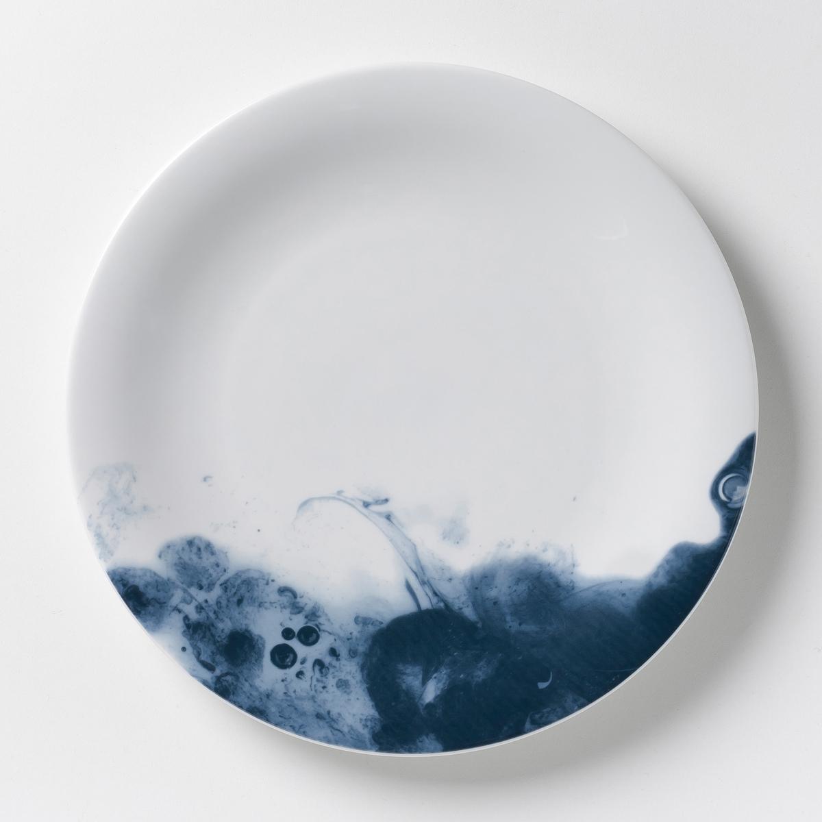 4 тарелки мелкие фарфоровые Encira4 мелких тарелки Encira. Чудесный эффект голубой акварели. Глазурованный фарфор. Размеры: ?28 см. Подходит для посудомоечных машин и микроволновых печей. Сделано в Португалии. Выбор кружек и десертных тарелок на сайте.<br><br>Цвет: синий