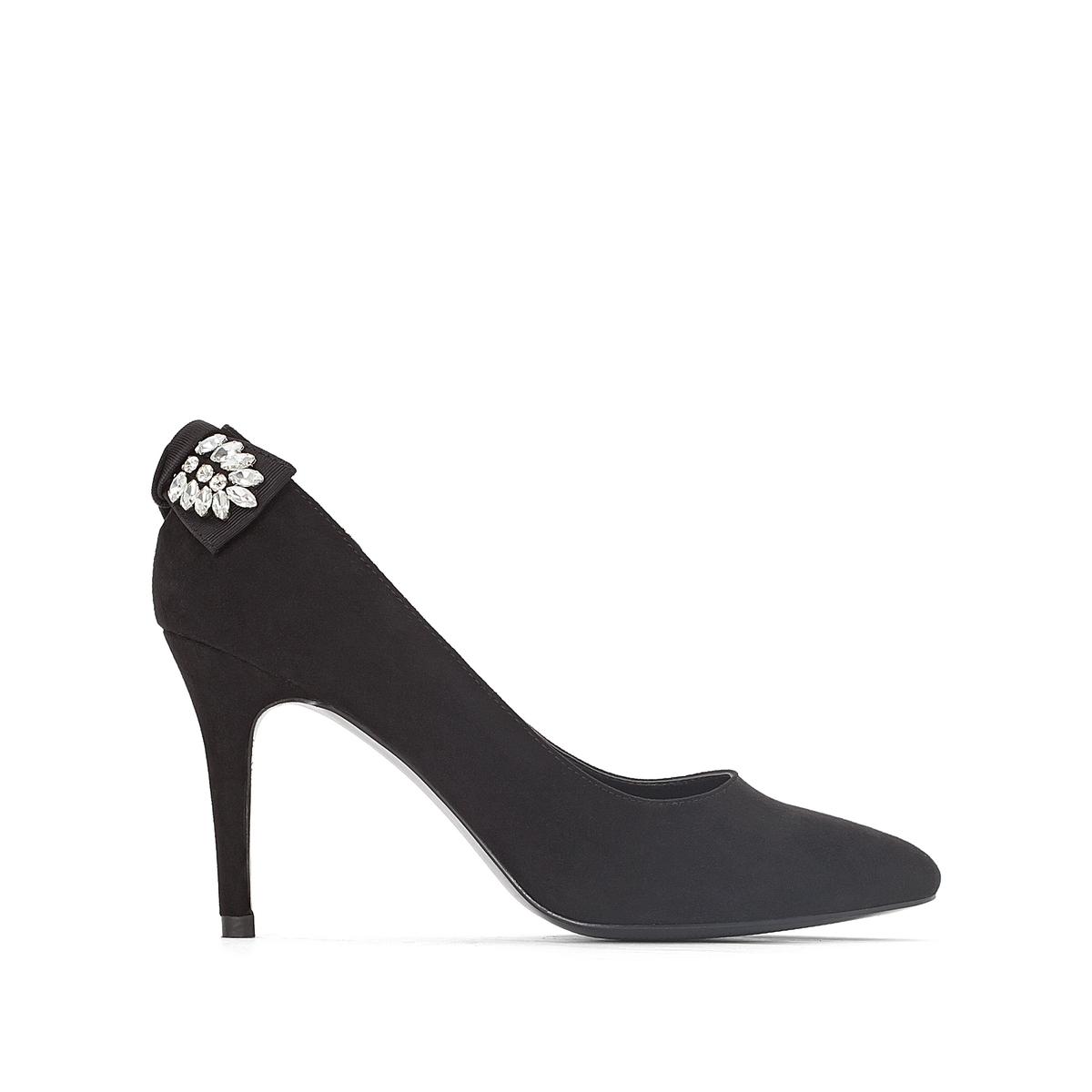 Туфли с декоративным украшением