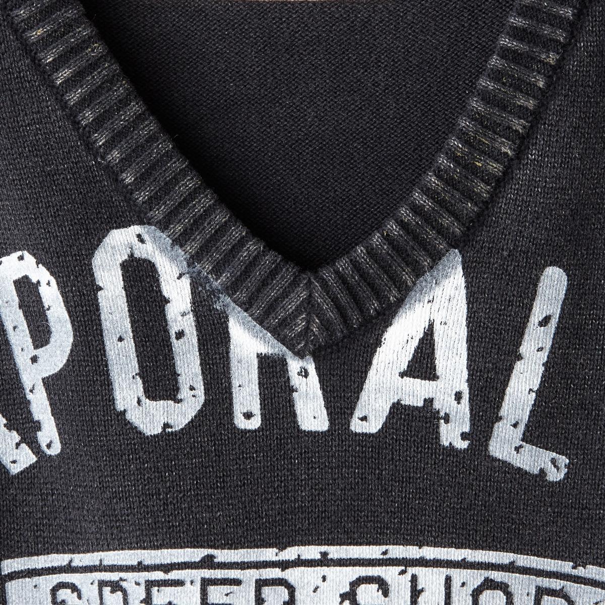 Пуловер с V-образным вырезомПуловер с V-образным вырезом KAPORAL. Прямой покрой и V-образный вырез с крупным рисунком спереди. Низ и манжеты связаны в рубчик.Состав и описание: :Материал : 100% хлопка.Марка :  KAPORAL<br><br>Цвет: черный<br>Размер: L