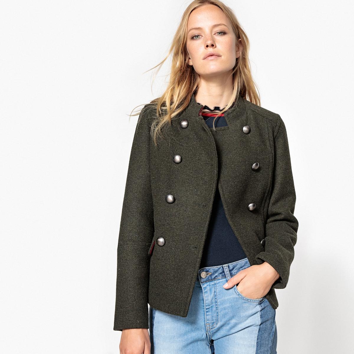 Пальто короткое 40% шерстиОписание:Одна из тенденций сезона, пальто, которое представлено здесь в укороченной версии . Подходит к любому стилю, сочетается с джинсами или платьем .Детали •  Длина : укороченная   •  Воротник-стойка • Застежка на пуговицыСостав и уход •  40% шерсти, 60% полиэстера • Не стирать •  Любые растворитель / не отбеливать   •  Не использовать барабанную сушку   •  Низкая температура глажки •  Длина : 61 см<br><br>Цвет: хаки<br>Размер: 34 (FR) - 40 (RUS).44 (FR) - 50 (RUS).40 (FR) - 46 (RUS).38 (FR) - 44 (RUS)