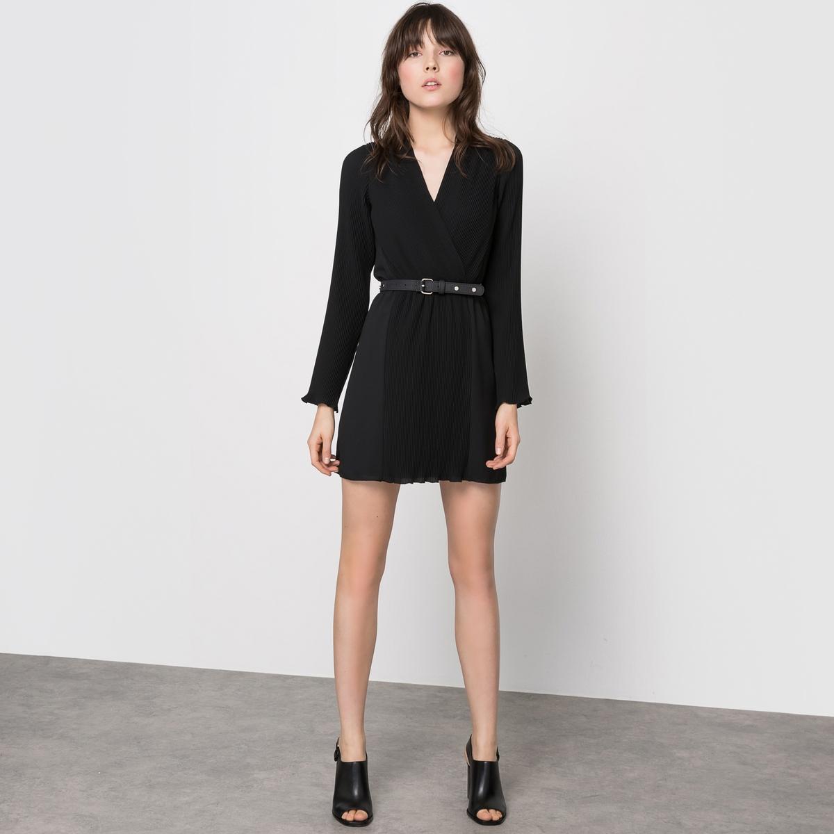 Платье плиссированноеПлиссированное платье. 97% полиэстера, 3% эластана. Подкладка из полиэстера. Длинные рукава с плиссировкой. Эластичный пояс. Вставки с плиссировкой вверху спины. Длина 87 см. Ремень в комплект не входит, ищите его на нашем сайте.Модный Дом Carven создал для La Redoute весенне-летнюю коллекцию, которая так и манит отправиться в путешествие.Вдохновленная униформой стюардесс, созданной мадам Карвен в 60-е, Алексис Марсьяль и Адриан Кайодо внесли оттенок легкости и воздушности в этот яркий гардероб.Превосходные плиссированные ткани - символ дизайнерского искусства и высокой техники обоих домов моды.<br><br>Цвет: черный<br>Размер: 40 (FR) - 46 (RUS).42 (FR) - 48 (RUS).44 (FR) - 50 (RUS)