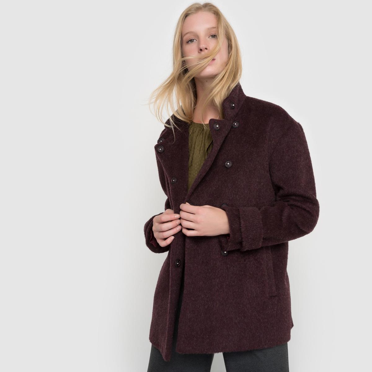 Пальто короткое с воротником-стойкойКороткое пальто прямого покроя. Высокий воротник. Двойная застёжка на кнопки. Паты на манжетах. Карманы по бокам. Хлястик сзади.Состав и описаниеМатериал: 35% полиэстера, 30% шерсти, 18% вискозы, 9% хлопка, 8% шерсти мериноса.                        Подкладка: 100% полиэстер.Длина:  70 см.Марка         atelier RУход- Сухая (химическая) чистка.- Не отбеливать.- Гладить при низкой температуре.- Машинная сушка запрещена.<br><br>Цвет: бордовый<br>Размер: 52 (FR) - 58 (RUS)