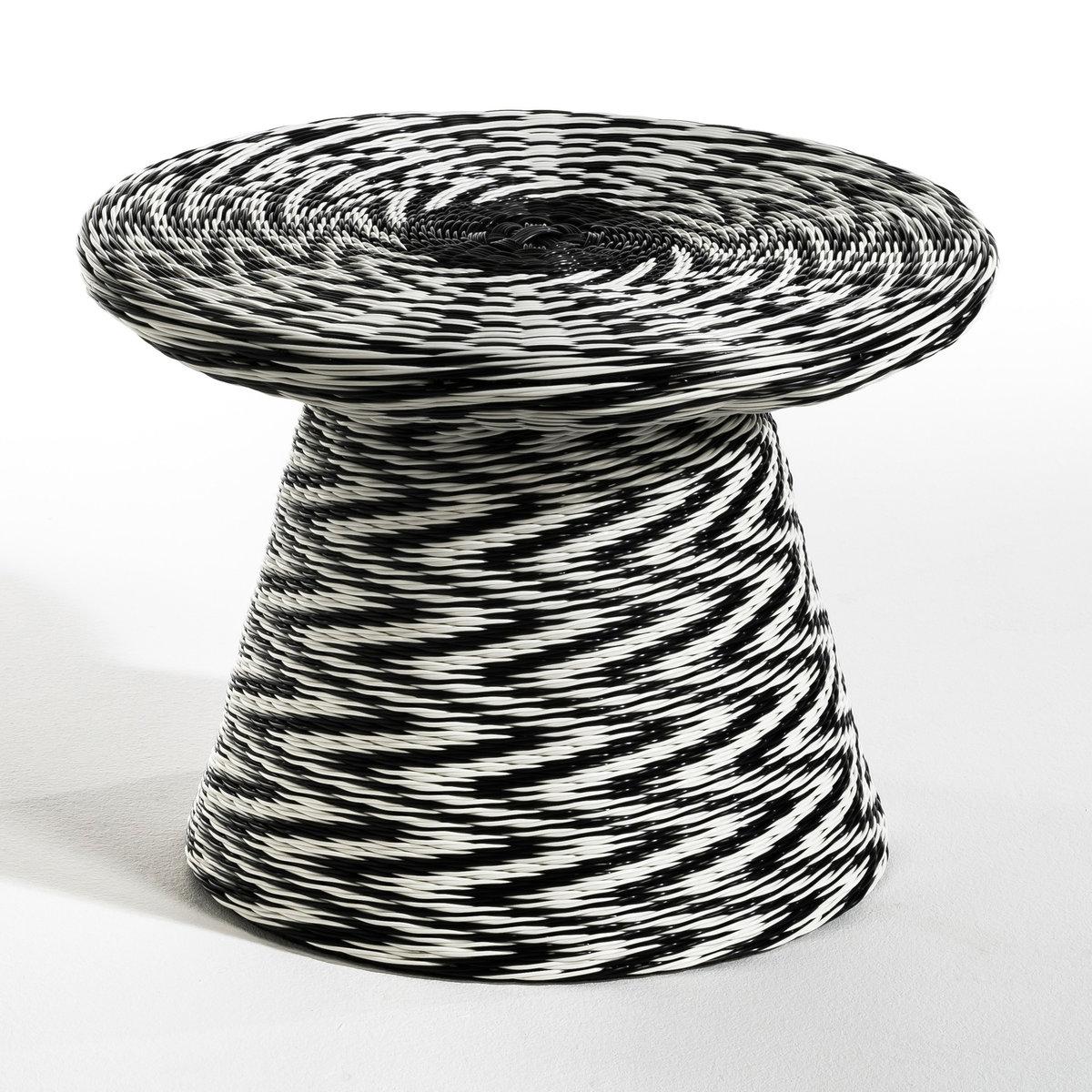 Столик MattЖурнальный столик Matt. Плетение из пластика в стиле скубиду, идеален для улицы  . Его можно использовать и внутри помещения как вспомогательный или прикроватный столик . Описание : - Плетение из пластика по металлическому каркасу . Размеры : - ?60 x 44 см<br><br>Цвет: черный/ белый