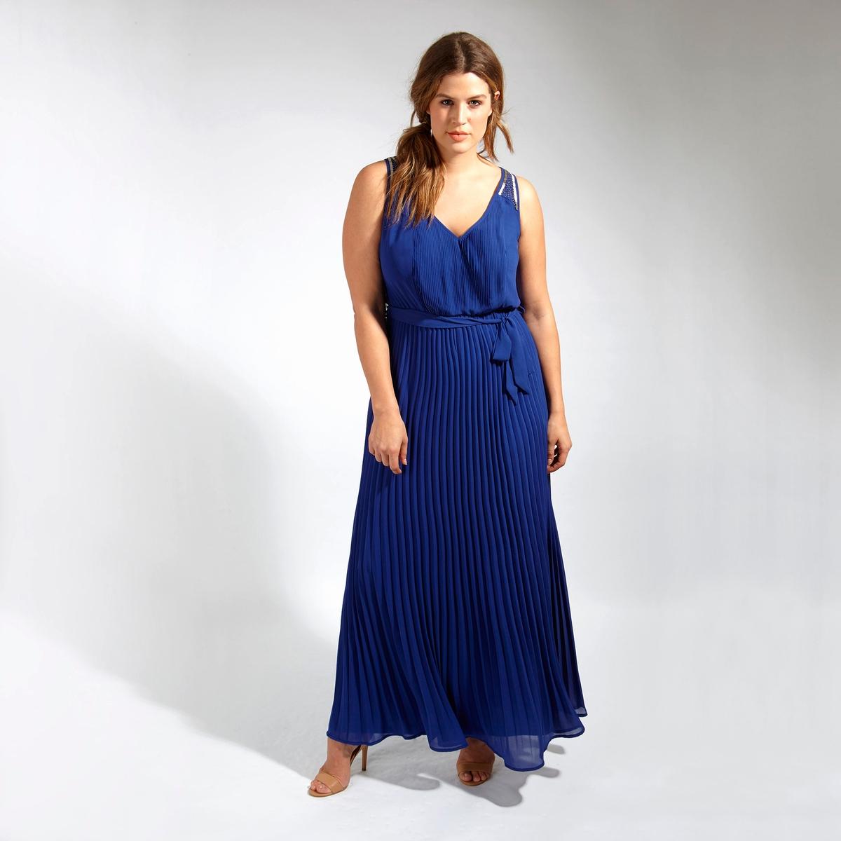 Платье длинноеДлинное платье LOVEDROBE без рукавов. Завязки на поясе. Юбка с эффектом плиссе. Оригинальные детали из бисера на бретелях. 100% полиэстер<br><br>Цвет: синий