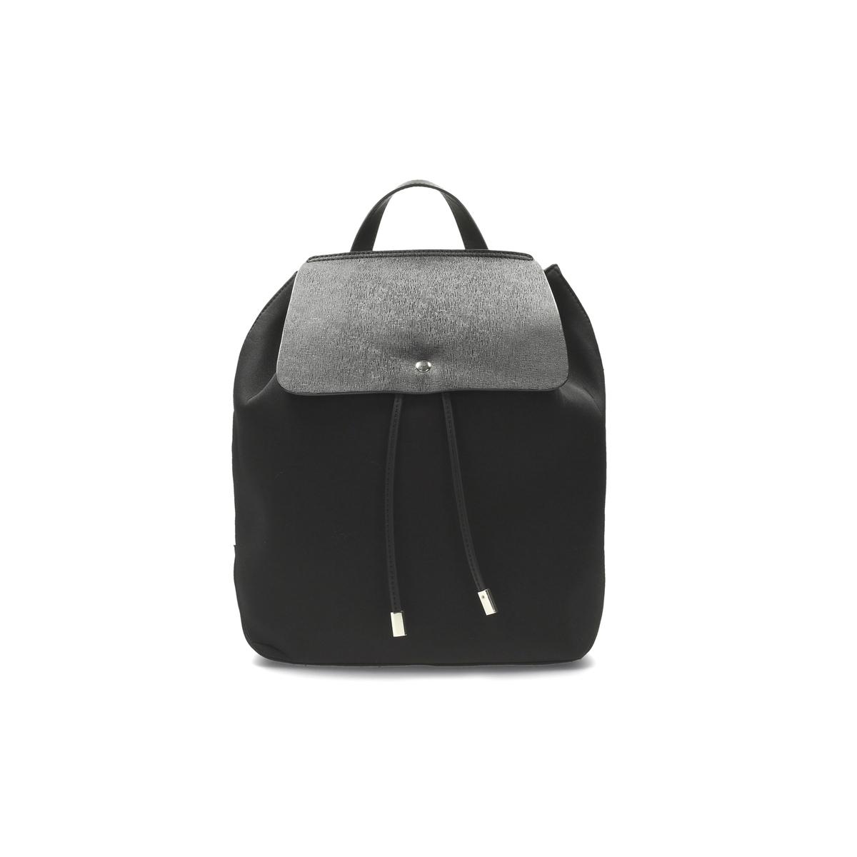 Сумка в форме рюкзакаСостав и описаниеМатериал : верх из синтетики                 подкладка из текстиля Марка : ClarksМодель : Miss Poppy Размеры : 33 x 13 x 44 смЗастежка : кнопкаНебольшой внутренний карман на молнииРегулируемые лямки.<br><br>Цвет: синий морской,черный