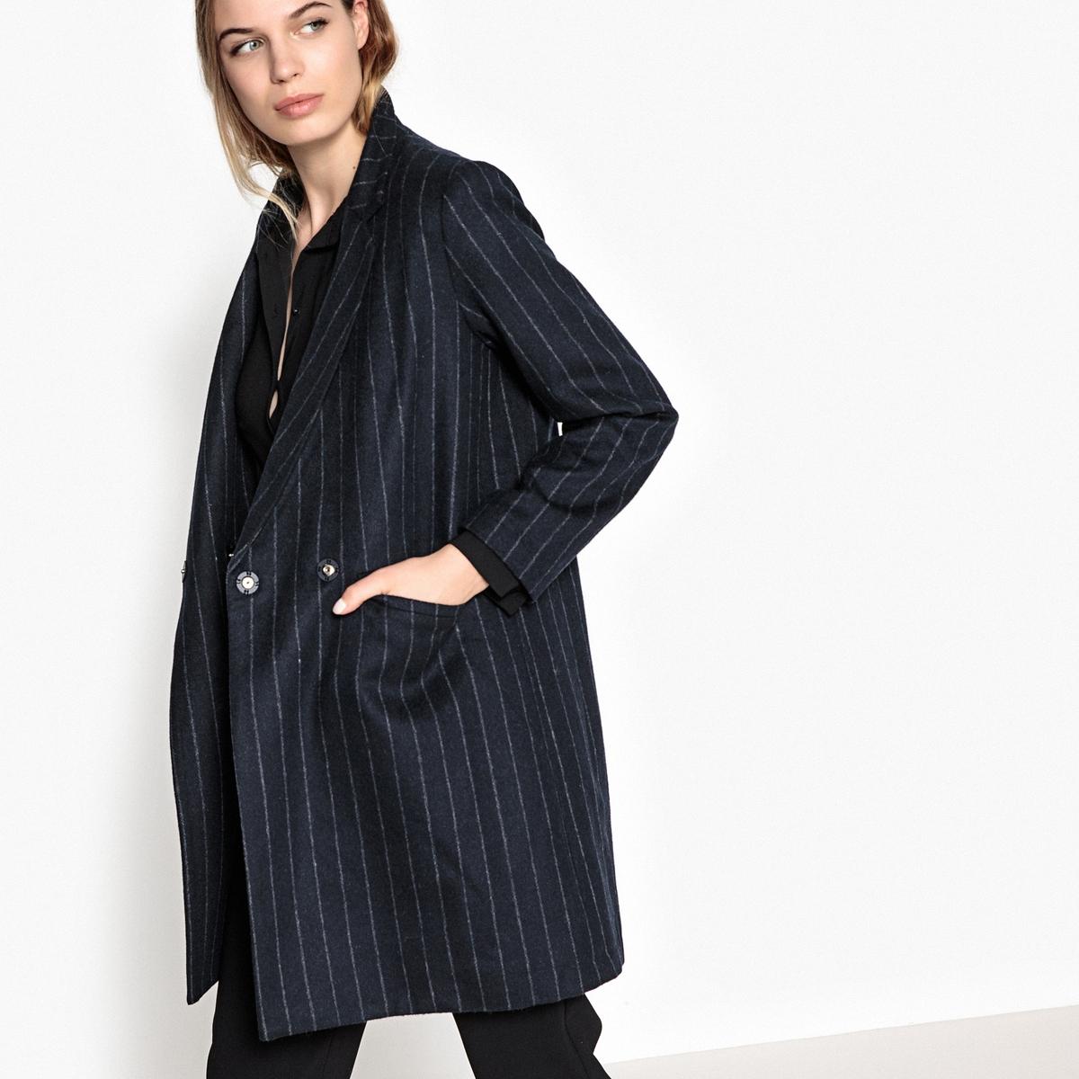 Пальто средней длины, 50% шерстиОписание:Пальто в полоску средней длины SUNCOO из смесовой шерстяной ткани. Всем понравится его костюмный покрой, строгий и элегантный. Костюмный воротник, застежка на пуговицы, 2 прорезных кармана. Детали •  Длина : средняя •  Воротник-поло, рубашечный  •  Рисунок в полоску • Застежка на пуговицыСостав и уход •  50% шерсти, 50% полиэстера •  Подкладка : 100% полиэстер •  Следуйте рекомендациям по уходу, указанным на этикетке изделия<br><br>Цвет: в полоску темно-синий/белый<br>Размер: M