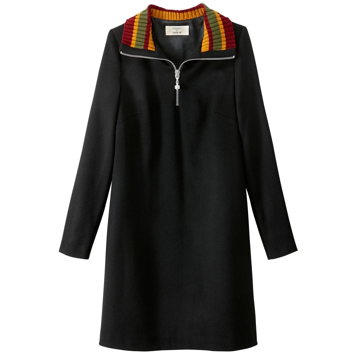 Платье прямое средней длины, однотонное, с длинными рукавамиПрямое платье от JOUR/N? с воротником-стойкой на молнии с отделкой рубчиком в полоску.Детали •  Форма : прямая •  Длина до колен •  Длинные рукава    •  Воротник-стойкаСостав и уход •  80% шерсти, 20% полиамида •  Подкладка : 100% полиэстер • Не стирать • Низкая температура глажки / не отбеливать   •  Не использовать барабанную сушку •  Допускается чистка любыми растворителями Длина : 92 смТрое финалистов премии ANDAM, Джерри, Леа и Лу, сотрудничали с крупными ателье мод. Креативное трио разработало для La Redoute это платье, руководствуясь девизом одень этот день.Их коллекция предназначена для городских женщин, активных и современных, желающих, чтобы их наряд был эстетичным и практичным одновременно. Цель JOUR/NE : каждый сезон предлагать адаптированный гардероб на каждый день, соединяющий в себе простоту и креативность. Каждая модель JOUR/NE продумана до мелочей: многочисленные карманы, потайные молнии, магнитные застежки и даже вшитый платок для протирки очков...Лучшие мастера Европы сопровождают JOUR/NE в выборе материалов и процессе производства, что гарантирует безупречное качество.<br><br>Цвет: красный,черный<br>Размер: 34 (FR) - 40 (RUS).40 (FR) - 46 (RUS).36 (FR) - 42 (RUS).38 (FR) - 44 (RUS).38 (FR) - 44 (RUS).44 (FR) - 50 (RUS).42 (FR) - 48 (RUS).42 (FR) - 48 (RUS).44 (FR) - 50 (RUS).40 (FR) - 46 (RUS)