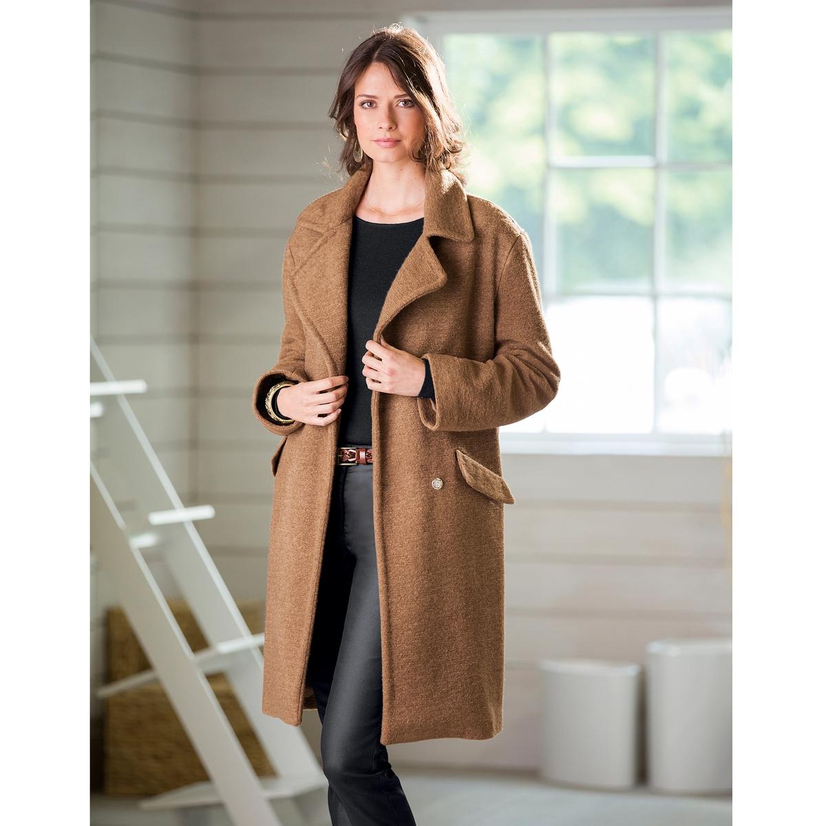 Пальто из буклированного трикотажаПальто: очень модный широкий покрой, оригинальный буклированный трикотаж. Застежка на пуговицы и кнопки. 2 кармана с клапанами. Полностью на подкладке из полиэстера. Длина ок. 96 см. Драп: 40% шерсти, 40% акрила, 20% полиэстера.<br><br>Цвет: темно-бежевый<br>Размер: 50 (FR) - 56 (RUS)