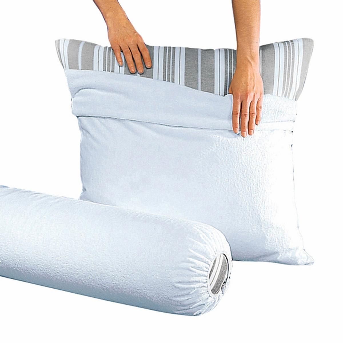 Чехол защитный для подушки, водонепроницаемыйЗащитный чехол из очень мягкой и приятной махровой ткани, поглощает излишнюю влагу тела и остается сухим.Характеристики Эластичный чехол для подушки-валика из махровой ткани с полиуретановой пропиткой (250 г/м?) и обработкой против клещей, водонепроницаемый, пропускает воздух и позволяет Вашей коже дышать   :.Биоцидная обработка  .100% экологически чистый материал.Материал: 80% хлопка, 20% полиэстера, плотность 400 г/м?.Машинная стирка при 60 °С.<br><br>Цвет: белый