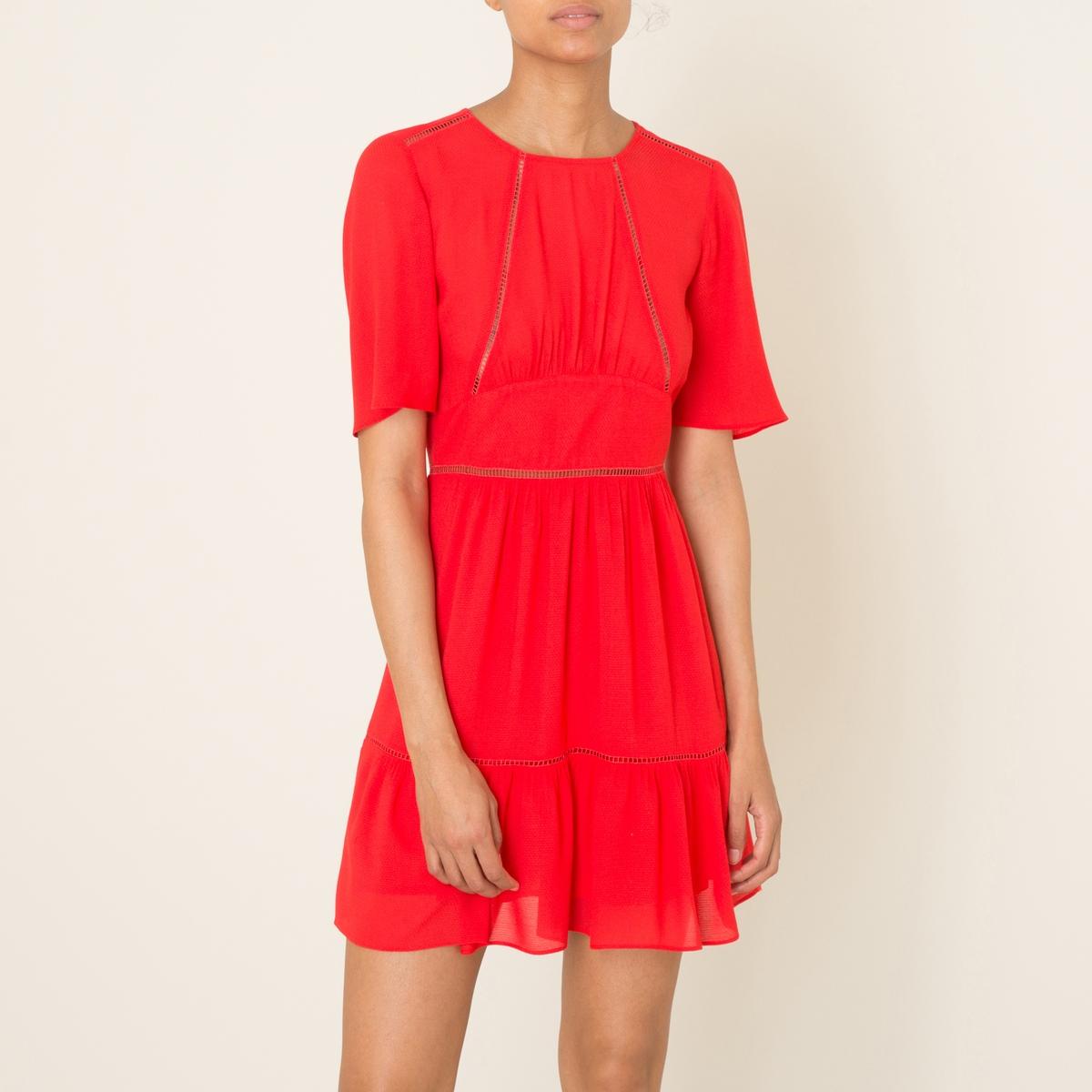 Платье WUVAПлатье короткое BA&amp;SH - модель WUVA. Закругленный вырез  . Короткие рукава. Ажурная вышивка. Подчеркнутая линия талии. Застежка на молнию сзади.Состав и описание    Материал : 100% полиэстер   Марка : BA&amp;SH<br><br>Цвет: красный<br>Размер: S