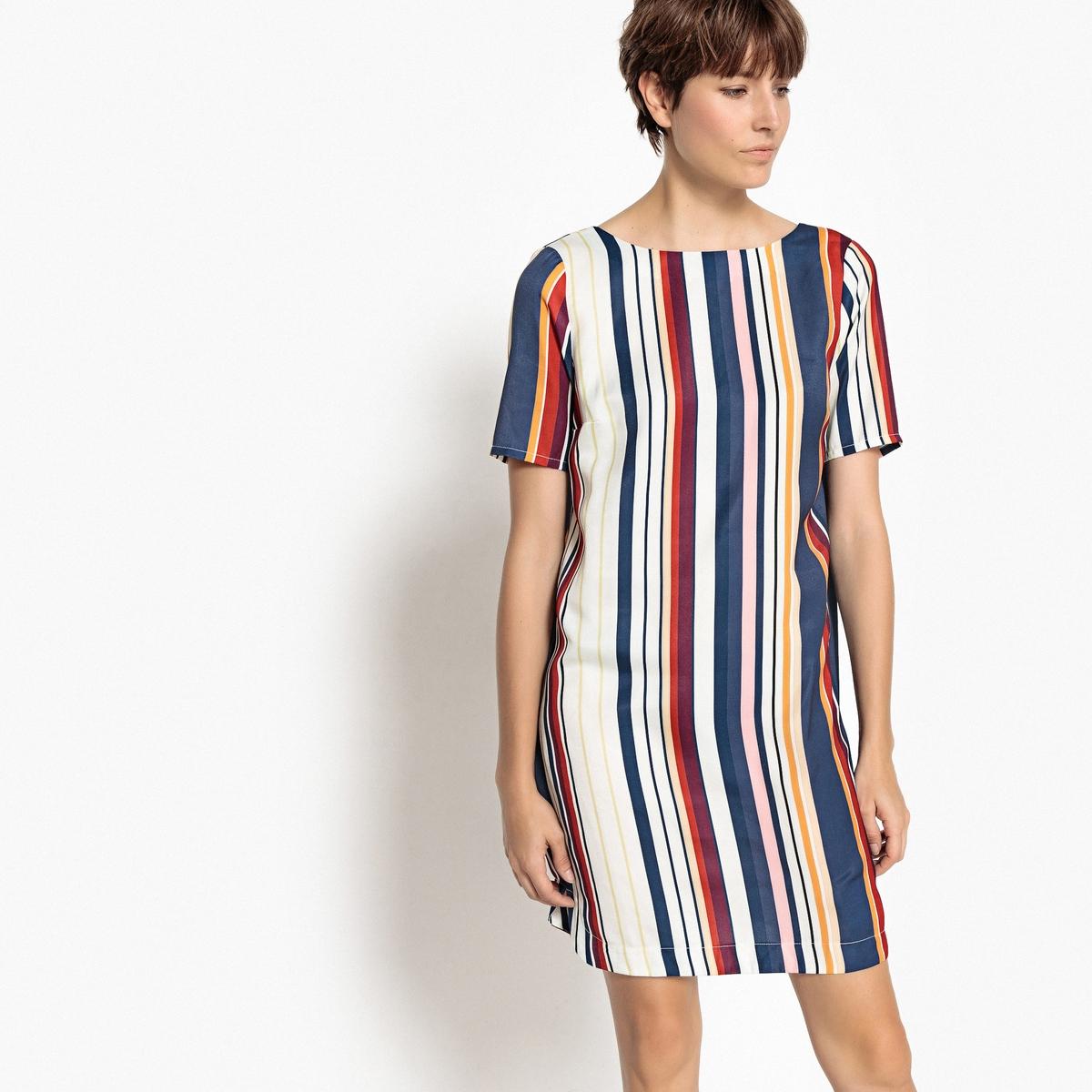 Платье короткое прямое с рисунком и короткими рукавами отбеливатели и пятновыводители
