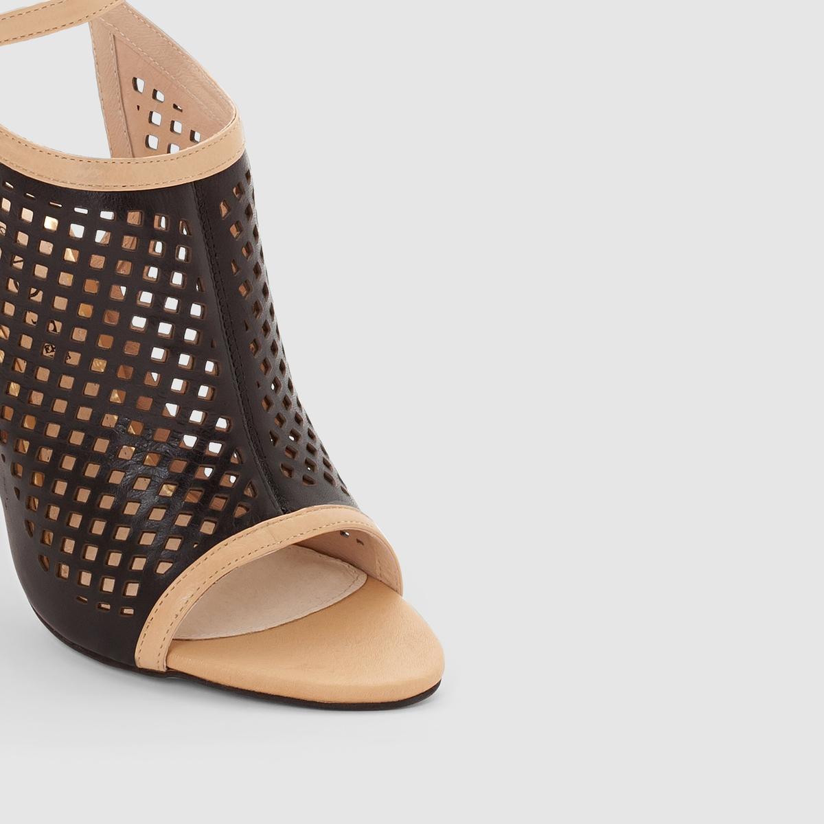 Босоножки CAFE NOIR MA107Босоножки на высоком каблуке, MA107 от CAFE NOIR.Верх: телячья кожа. Подкладка: кожа.Стелька: кожа.Подошва: синтетика.Высота каблука: 10 см.Застежка: пряжка на щиколотке.Преимущества: марка CAFE NOIR заново открывает для нас мир босоножек благодаря этой модели черного цвета, на высоком каблуке и с очень оригинальным ажурным верхом.<br><br>Цвет: черный/темный<br>Размер: 40.39