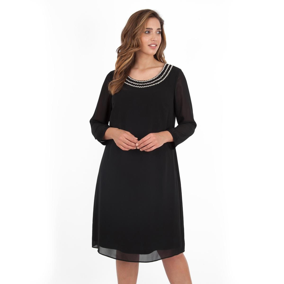 ПлатьеПлатье с длинными рукавами -  LOVEDROBE. Круглый вырез, расшитый бусинами. Небольшой разрез сзади. Длина ок.104 см. 100% полиэстера.<br><br>Цвет: черный