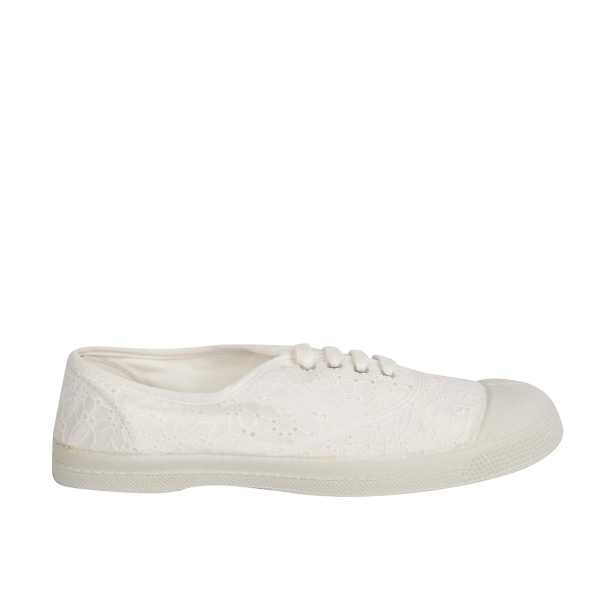 Zapatillas con bordado inglés
