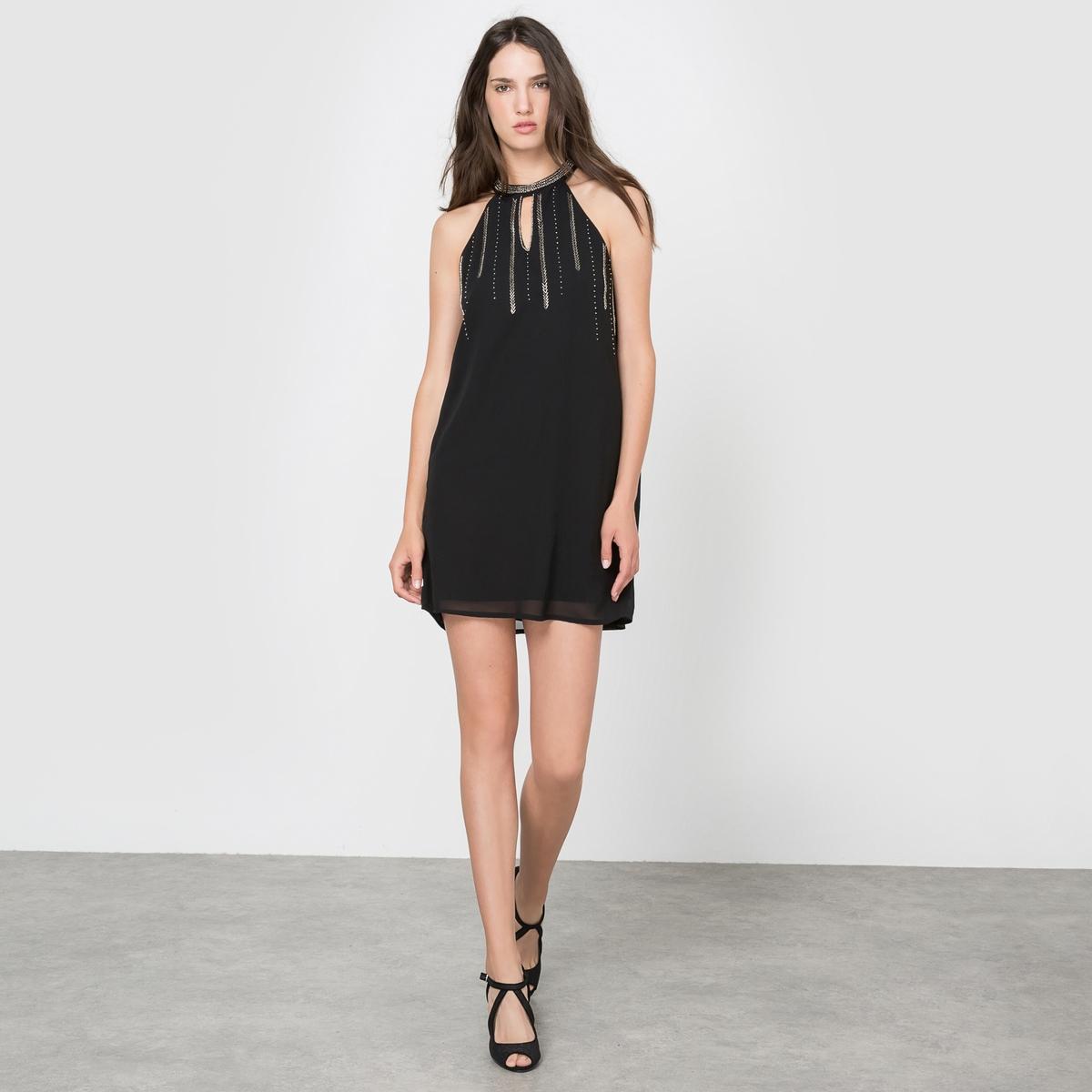 Платье с американской проймойСостав и описаниеМарка: MOLLY BRACKEN.Материалы:платье из 95% полиэстера, 5% эластана, подкладка из 100% полиэстера.УходСтирать при 30°C в деликатном режиме.Стирать с вещами подобных цветов. Машинная сушка запрещена.<br><br>Цвет: черный<br>Размер: L