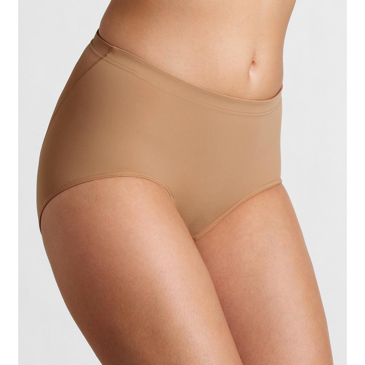 Трусы-макси ShapeНезаметные под одеждой, моделируют фигуру. Без боковых швов. Ластовица на подкладке из хлопка . Трусы-слипы из ультра мягкого трикотажа, 78% полиамида, 22% эластана.<br><br>Цвет: бежевый телесный,белый,черный<br>Размер: 48 (FR) - 54 (RUS).50 (FR) - 56 (RUS).44 (FR) - 50 (RUS).46 (FR) - 52 (RUS).44 (FR) - 50 (RUS)
