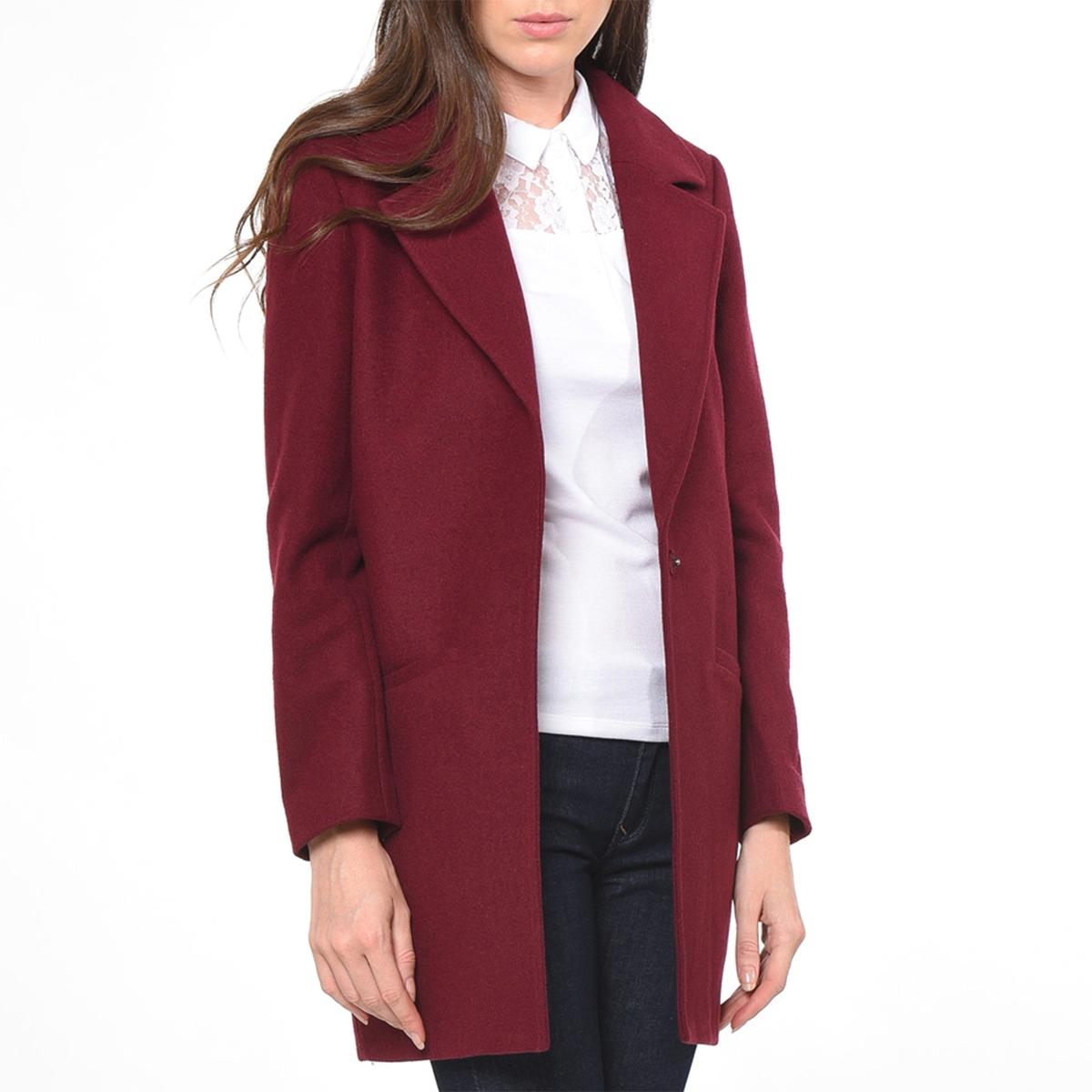 Пальто с костюмным воротником, TOTEMПальто с длинными рукавами TOTEM от KAPORAL. Пальто прямого покроя, костюмный воротник. Застежка на пуговицы. Два прорезных кармана по бокам.Состав и описаниеМарка :  KAPORALМодель : TOTEMМатериал : 60% шерсти, 40% полиэстераУходРучная стирка<br><br>Цвет: бордовый<br>Размер: L