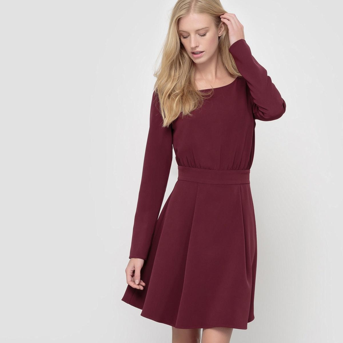 Вечернее платье с застежкой на пуговицы сзадиСостав и описание:Материал: 88% полиэстера, 12% эластана.Длина: 90 см.Марка: R essentiel.     Уход:      Стирать и гладить с изнаночной стороны. Машинная стирка при 30 °C.Гладить при умеренной температуре.Гладить при средней температуре.<br><br>Цвет: красный темный,темно-фиолетовый,черный<br>Размер: 40 (FR) - 46 (RUS).44 (FR) - 50 (RUS).50 (FR) - 56 (RUS).38 (FR) - 44 (RUS).50 (FR) - 56 (RUS).48 (FR) - 54 (RUS).46 (FR) - 52 (RUS).44 (FR) - 50 (RUS).42 (FR) - 48 (RUS).52 (FR) - 58 (RUS).46 (FR) - 52 (RUS).48 (FR) - 54 (RUS).44 (FR) - 50 (RUS).42 (FR) - 48 (RUS).40 (FR) - 46 (RUS).42 (FR) - 48 (RUS)