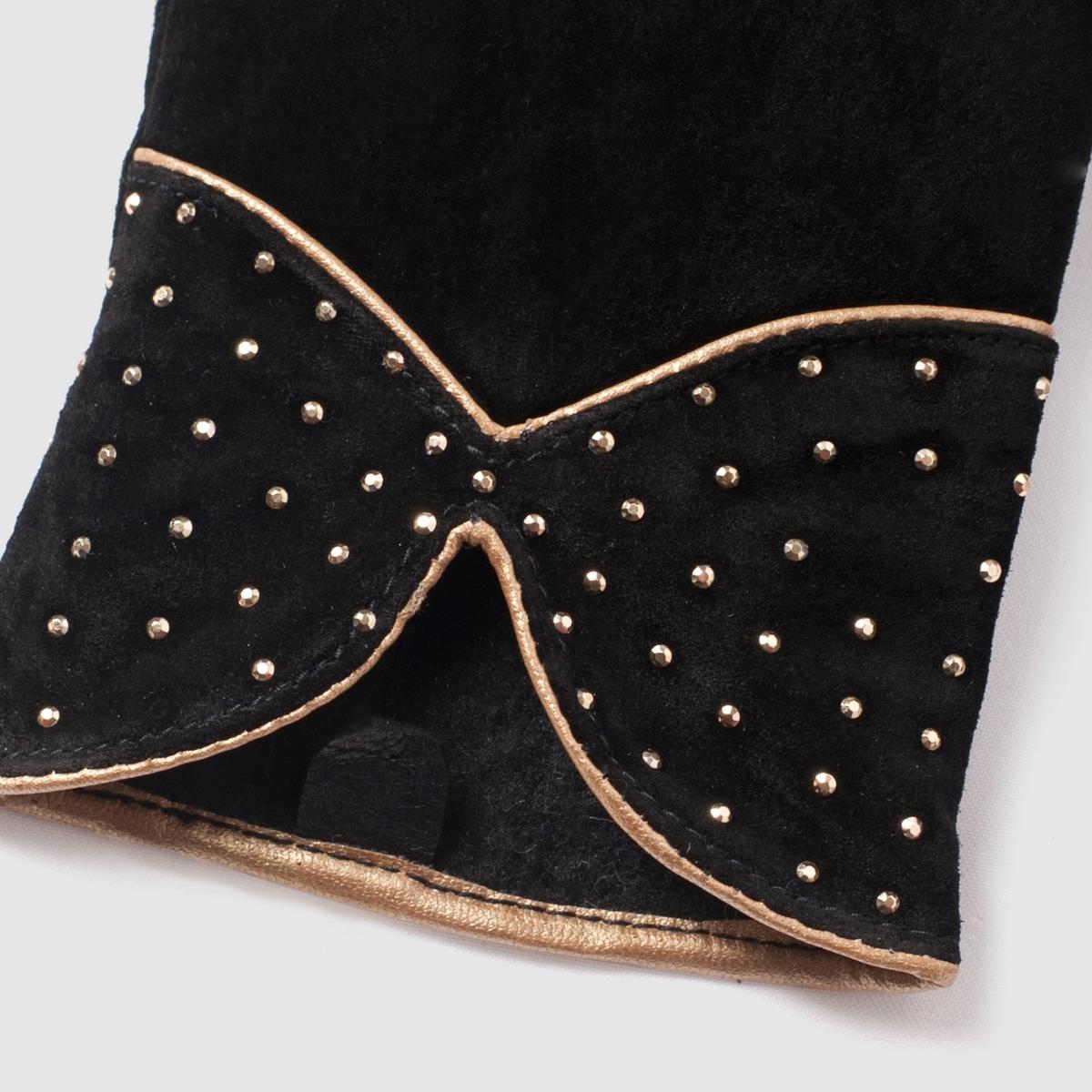 Перчатки кожаныеПерчатки из яловичной кожи. Подкладка из текстиля, 100% полиэстера. Низ украшен маленькими золотистыми заклепками в виде маленького оригинального банта.<br><br>Цвет: черный