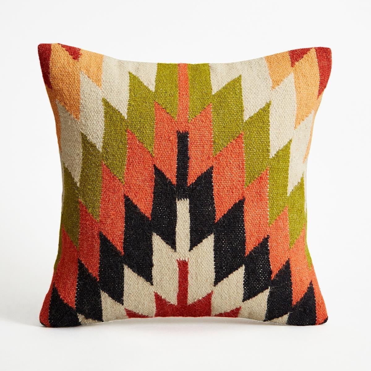 Чехол для подушки ColytonЧехол для подушки с тканым ковровым  рисунком Colyton. Застежка на молнию.Материал :- Лицевая сторона: 80% шерсти, 20% хлопка, оборотная сторона однотонная, из 100% хлопка. Размеры :- 45 x 45 см.Подушка продается отдельно на сайте.<br><br>Цвет: разноцветный