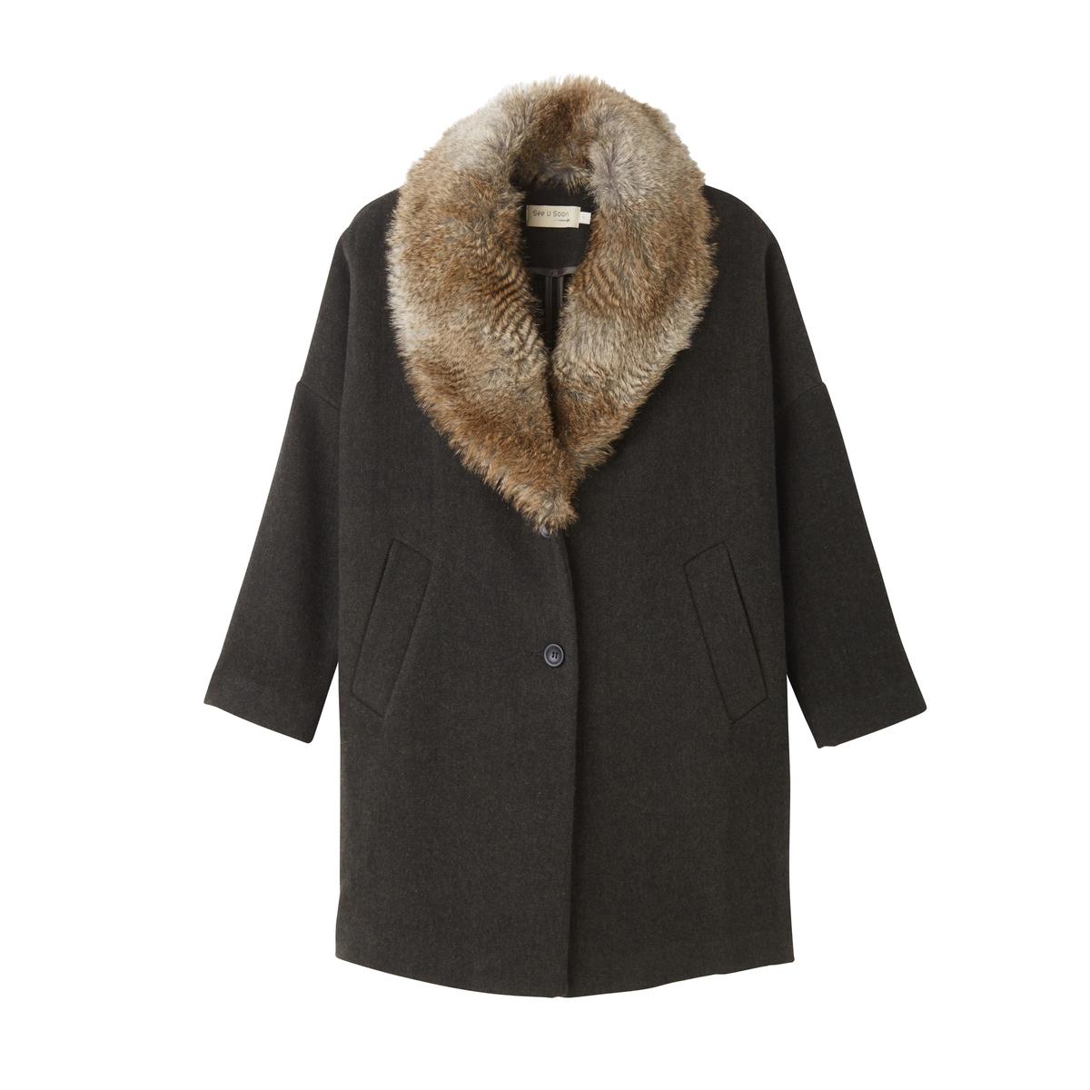 Пальто оверсайз с искусственным мехомВеликолепное пальто покроя оверсайз создает восхитительный внешний вид . Украшенное замечательным съемным шалевым воротником, это пальто не даст вам замерзнуть зимой Детали •  Длина : средняя •  Воротник-поло, рубашечный  • Застежка на пуговицыСостав и уход •  85% шерсти, 15% акрила •  Подкладка : 100% полиэстер •  Следуйте рекомендациям по уходу, указанным на этикетке изделия<br><br>Цвет: хаки темный/мех бежевый<br>Размер: S/M.M/L