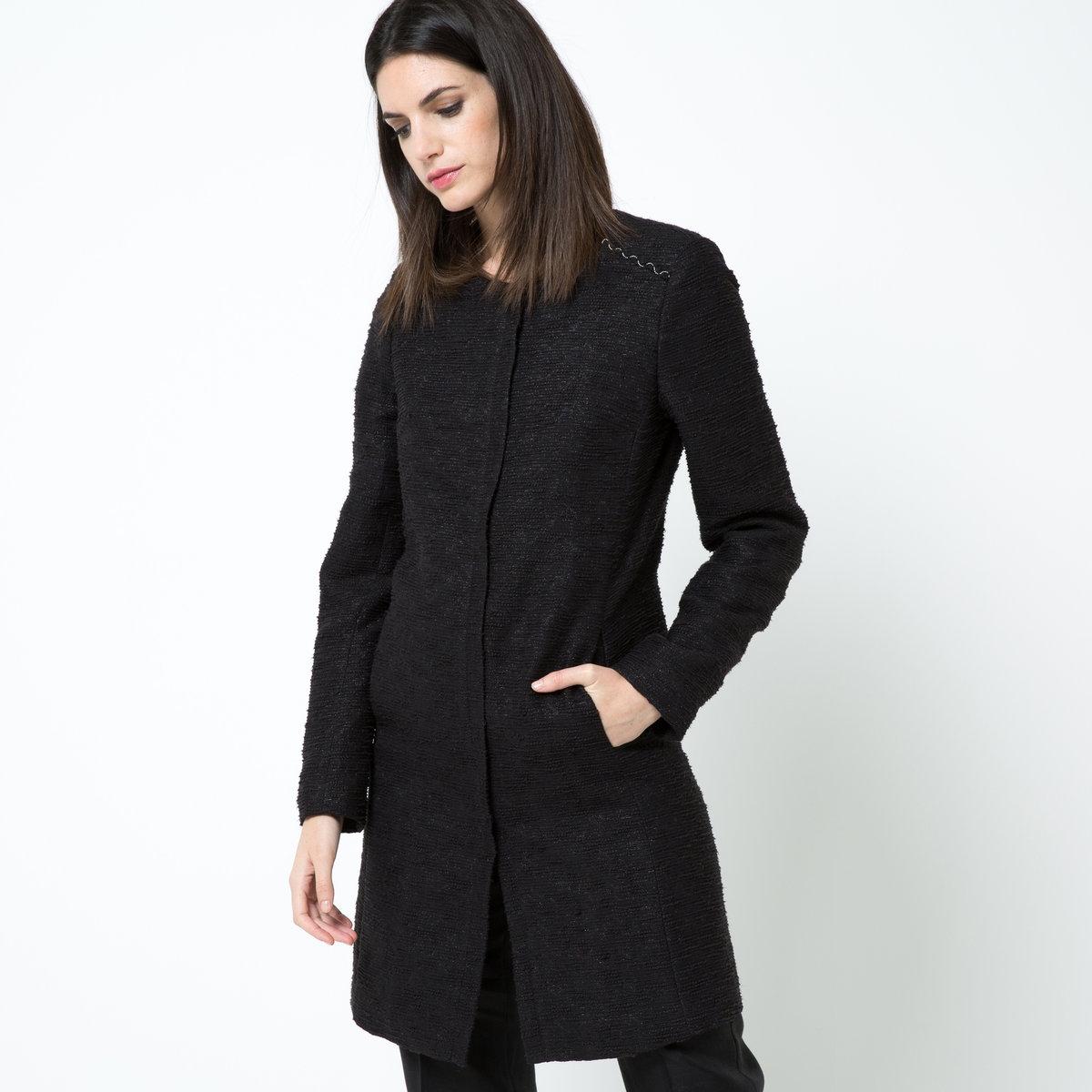 Пальто летнее из твидаЛетнее пальто без воротника, 62% хлопка, 38% полиэстера. Плетеные вставки с серебристыми цепочками на плечах. Супатная застежка на молнию. Карманы в боковых швах. Шлица сзади. Жаккардовая подкладка из 100% полиэстера. Длина: ок.90 см.<br><br>Цвет: черный<br>Размер: 34 (FR) - 40 (RUS)