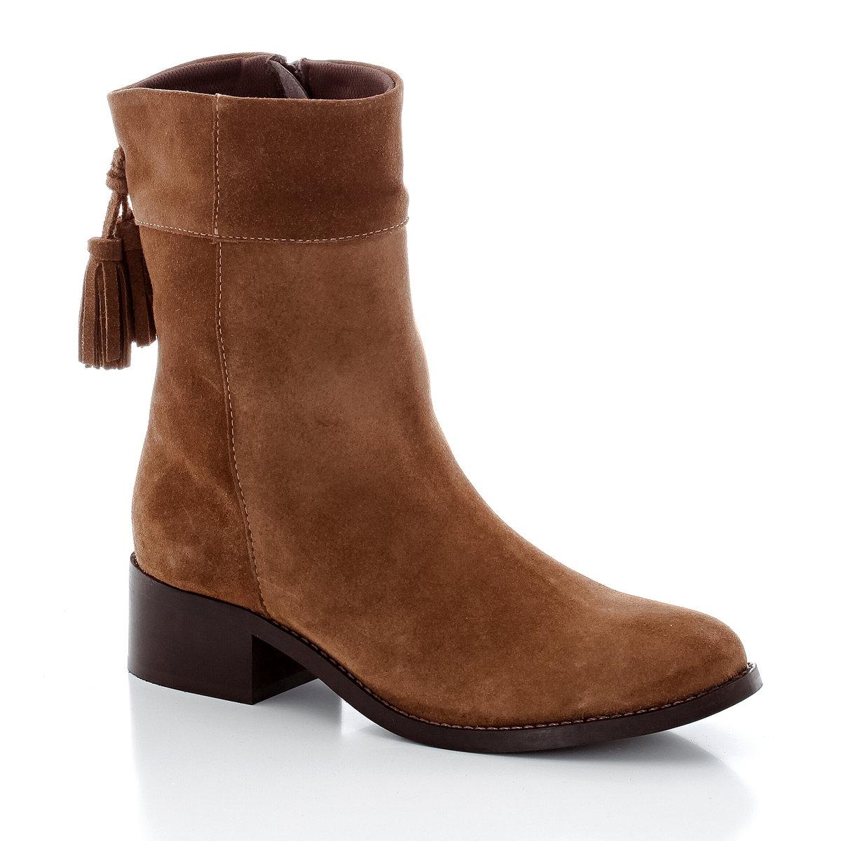 Ботинки кожаные с кисточкамиВерх : невыделанная кожаПодкладка : кожаСтелька : кожаПодошва : эластомерЗастежка : молния сбокуПреимущества : оригинальные кисточки сзади.<br><br>Цвет: темно-коричневый<br>Размер: 38